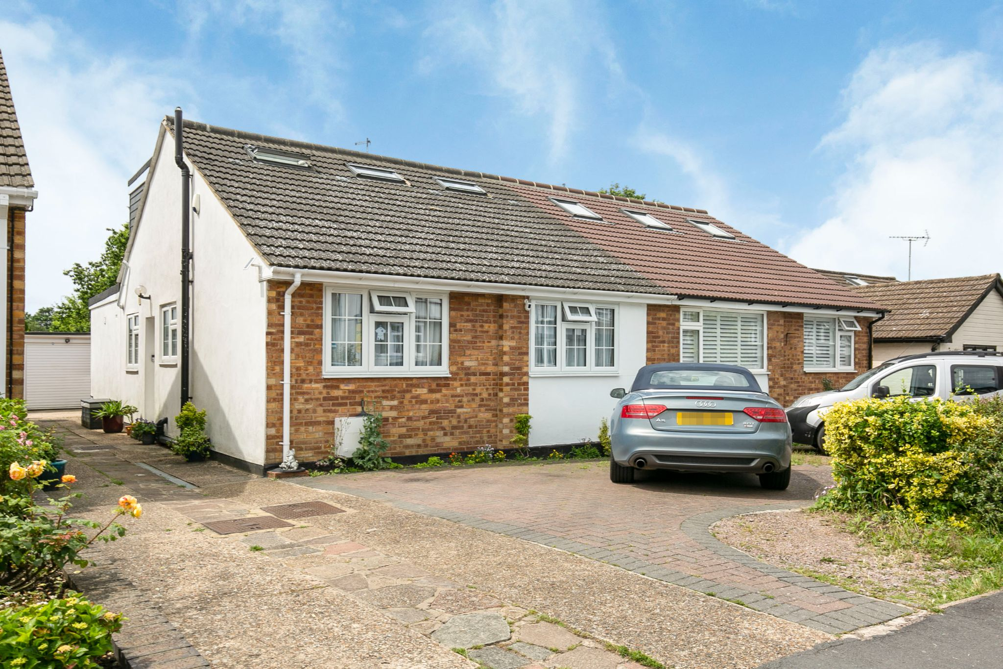 4 bedroom semi-detached bungalow Sale Agreed in Potters Bar - Photograph 1