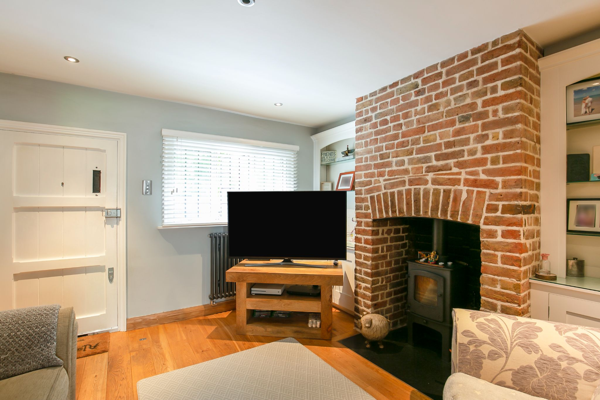 2 bedroom cottage house Sale Agreed in Hertfordshire - Photograph 3