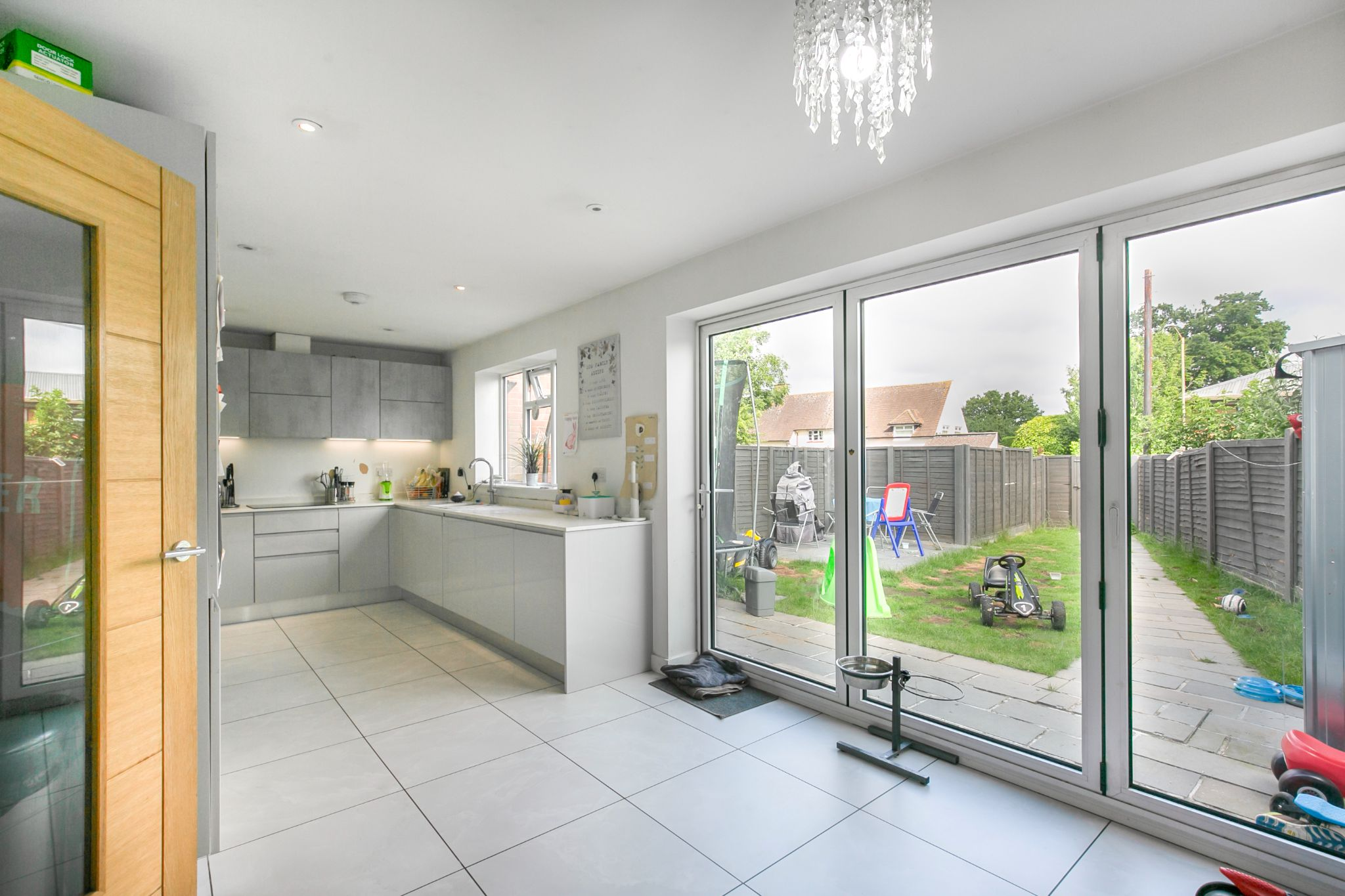 3 bedroom mid terraced house For Sale in Hatfield - Photograph 7
