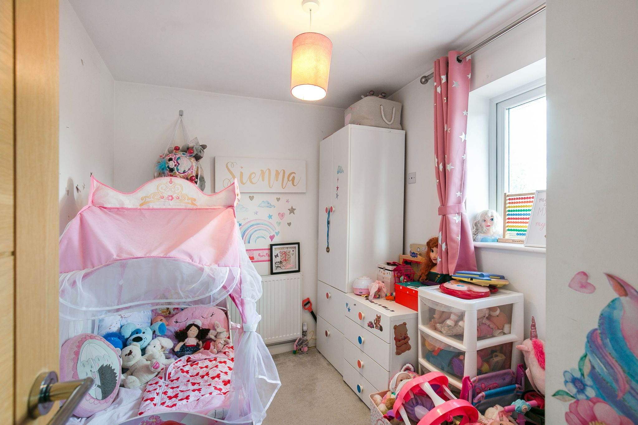 3 bedroom mid terraced house For Sale in Hatfield - Photograph 8