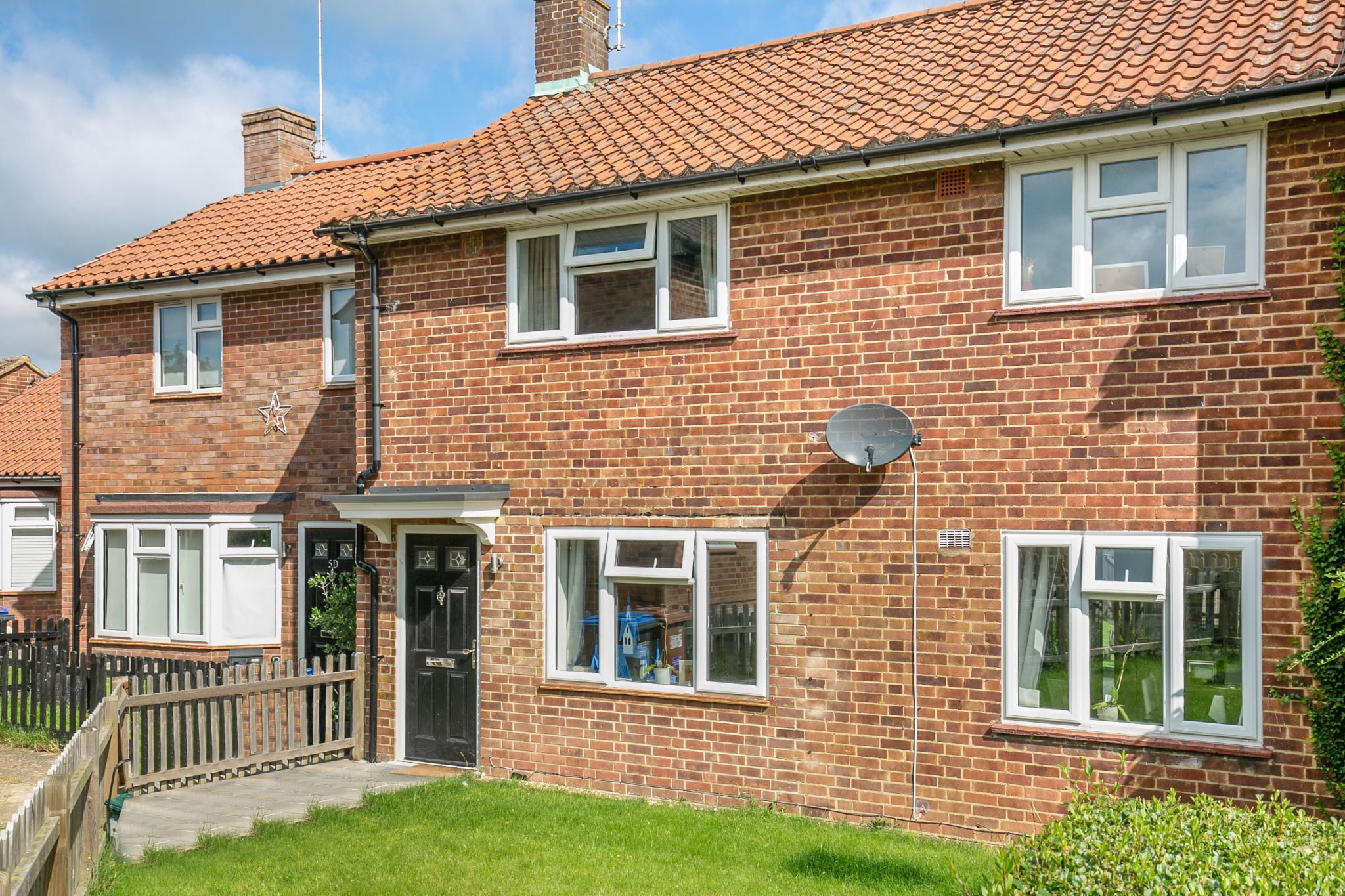 3 bedroom mid terraced house For Sale in Hatfield - Photograph 12