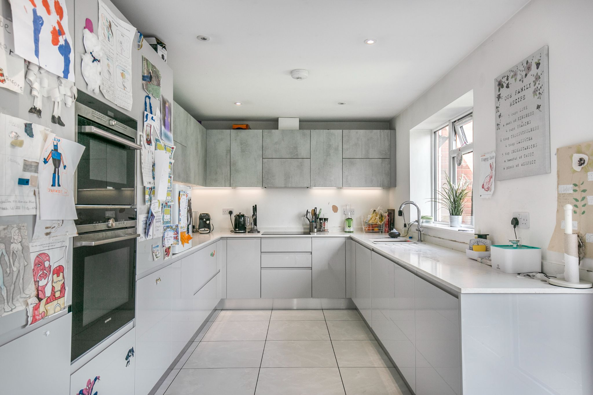 3 bedroom mid terraced house For Sale in Hatfield - Photograph 6