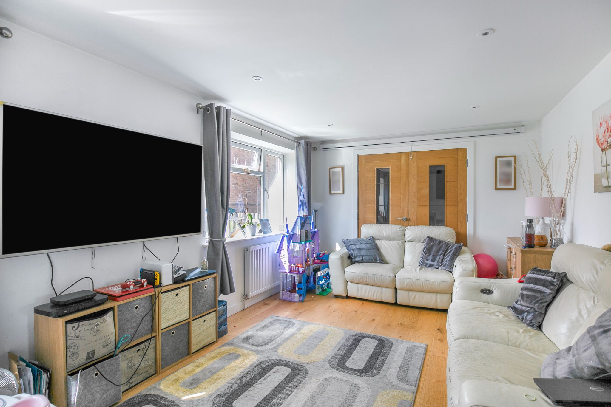 3 bedroom mid terraced house For Sale in Hatfield - Photograph 4