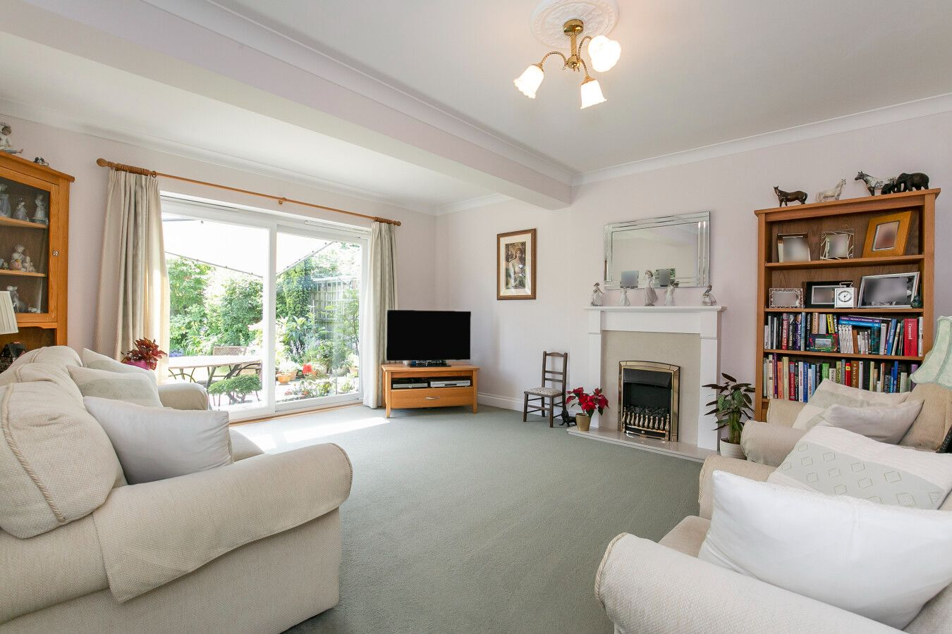 3 bedroom detached bungalow Sale Agreed in Potters Bar - Photograph 3