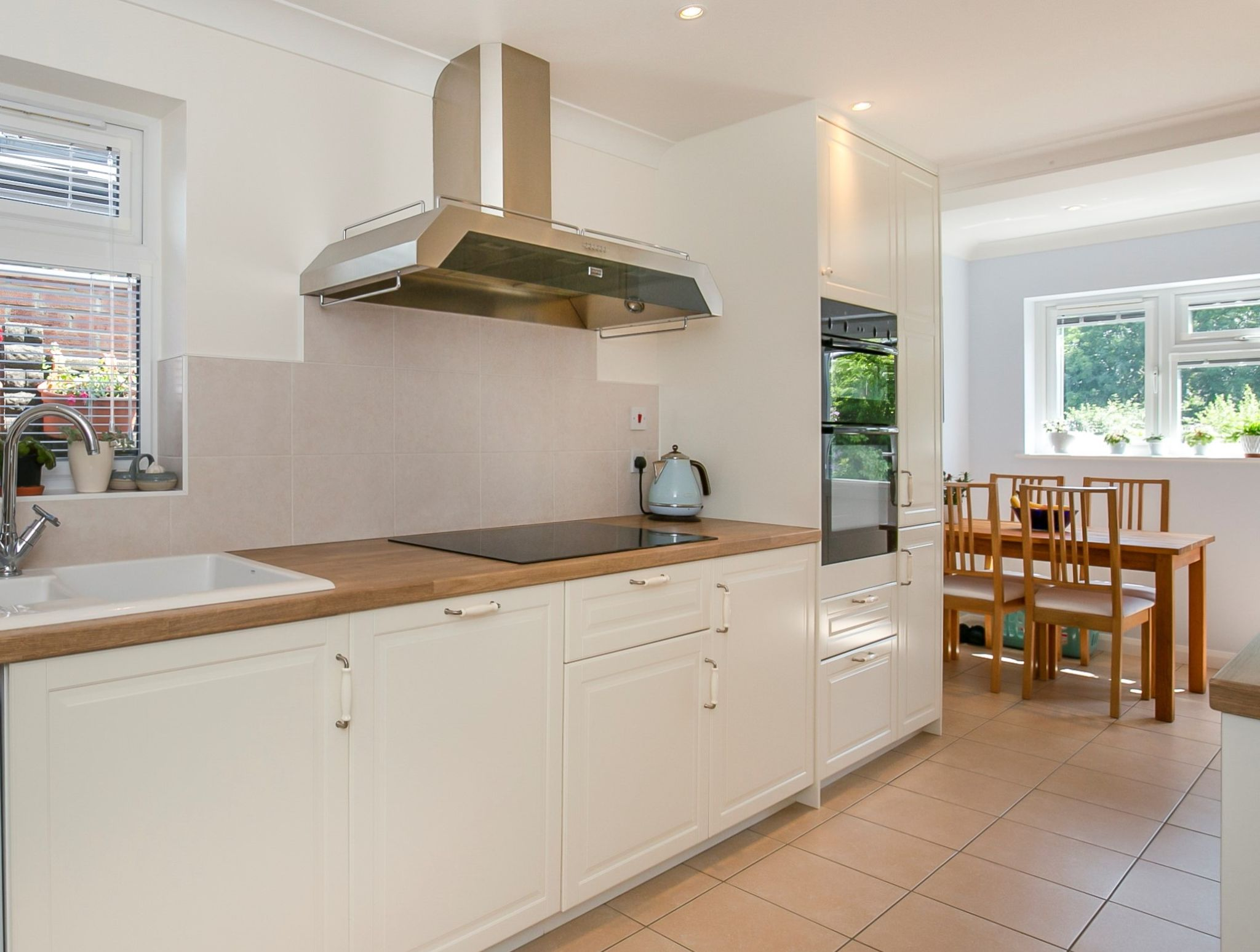 3 bedroom detached bungalow Sale Agreed in Potters Bar - Photograph 5
