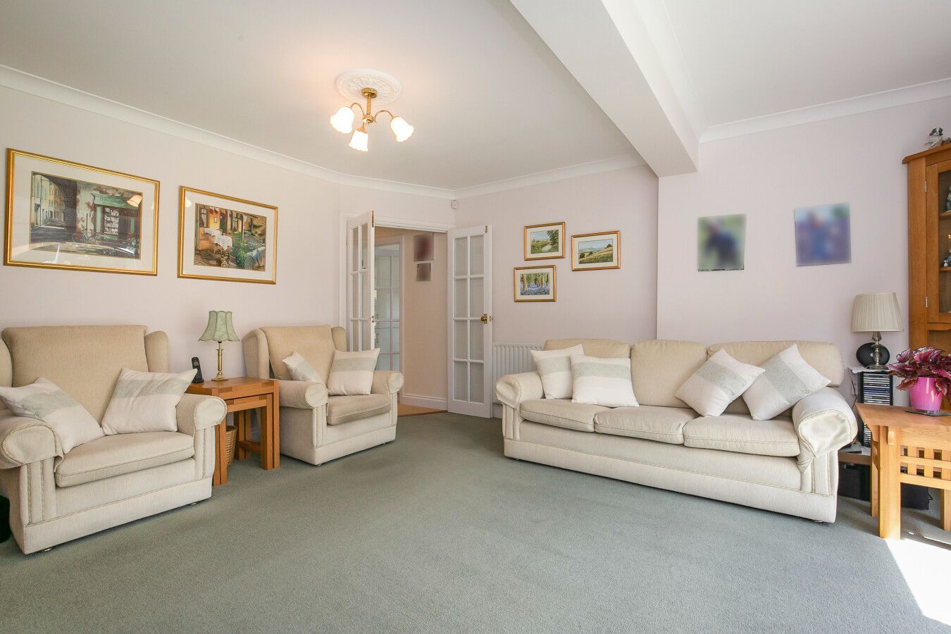 3 bedroom detached bungalow Sale Agreed in Potters Bar - Photograph 2
