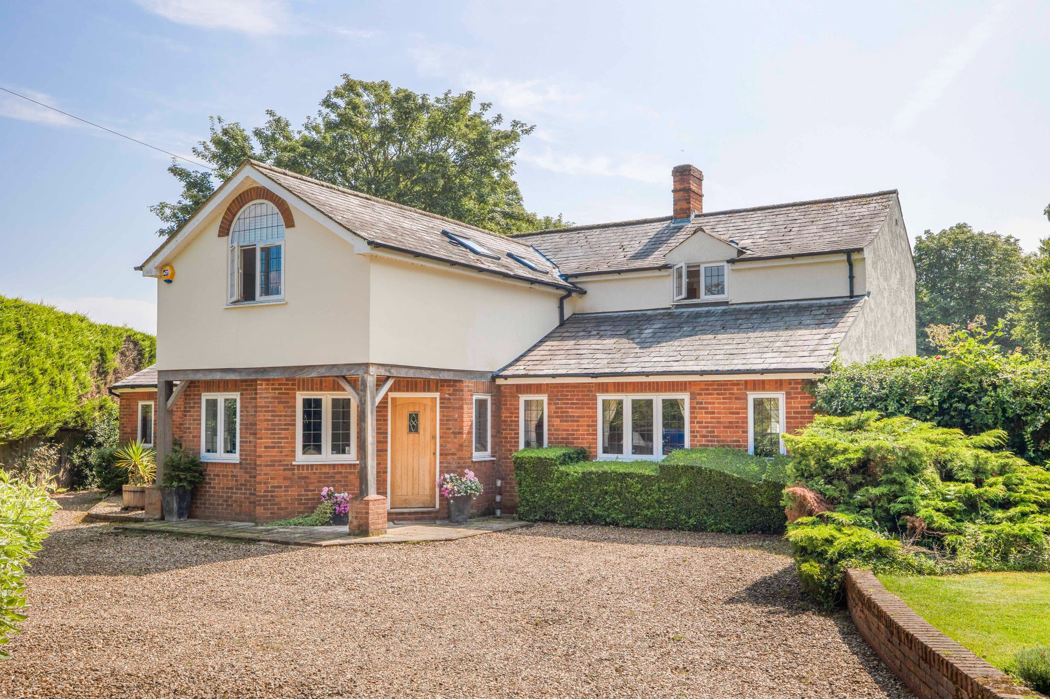 5 bedroom detached house For Sale in Hertford - Property photograph