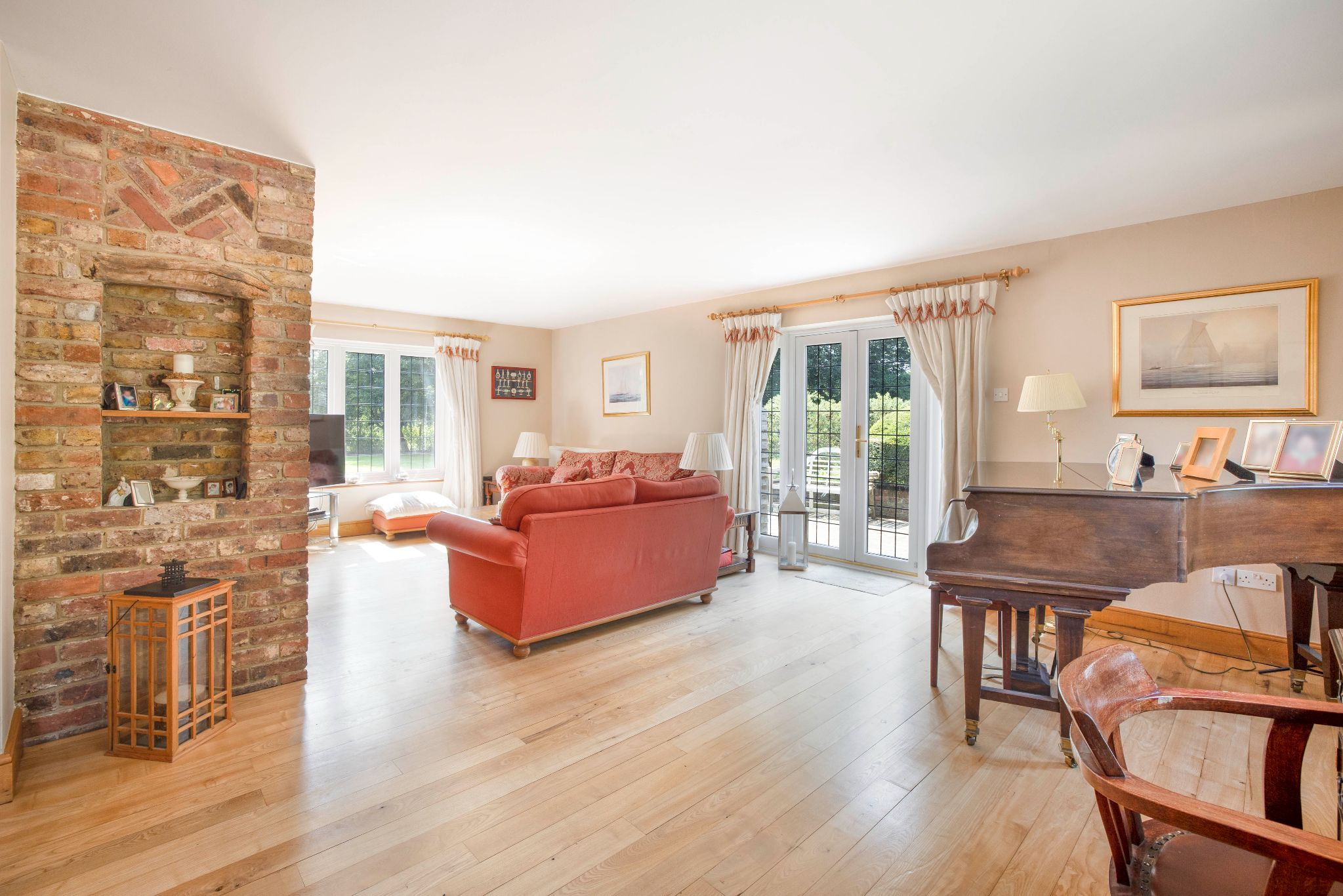 5 bedroom detached house Sale Agreed in Hertford - Photograph 35
