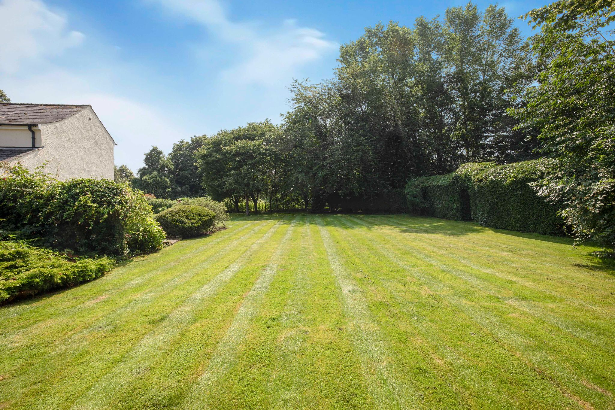 5 bedroom detached house Sale Agreed in Hertford - Photograph 13