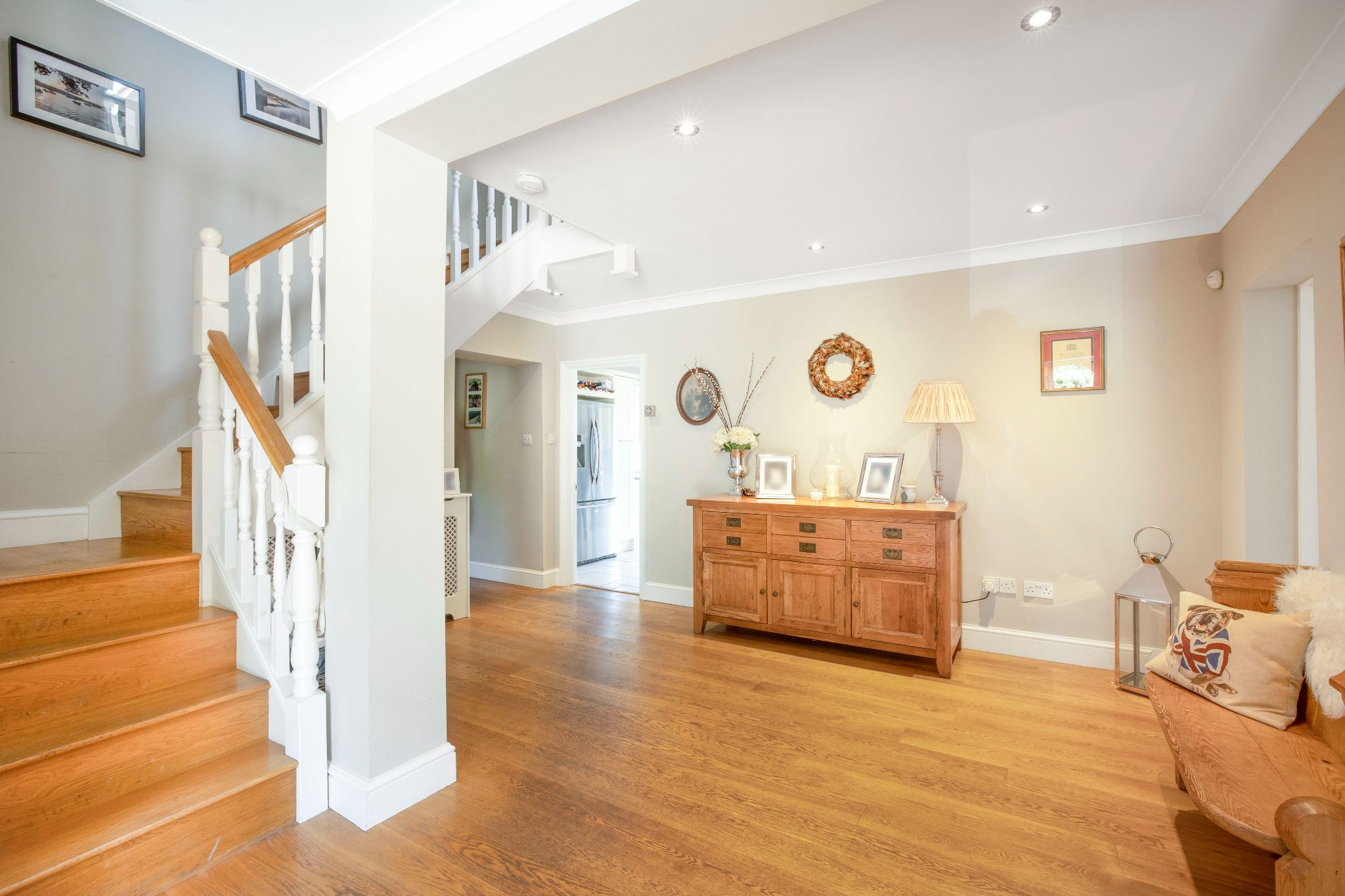 5 bedroom detached house Sale Agreed in Hertford - Photograph 38