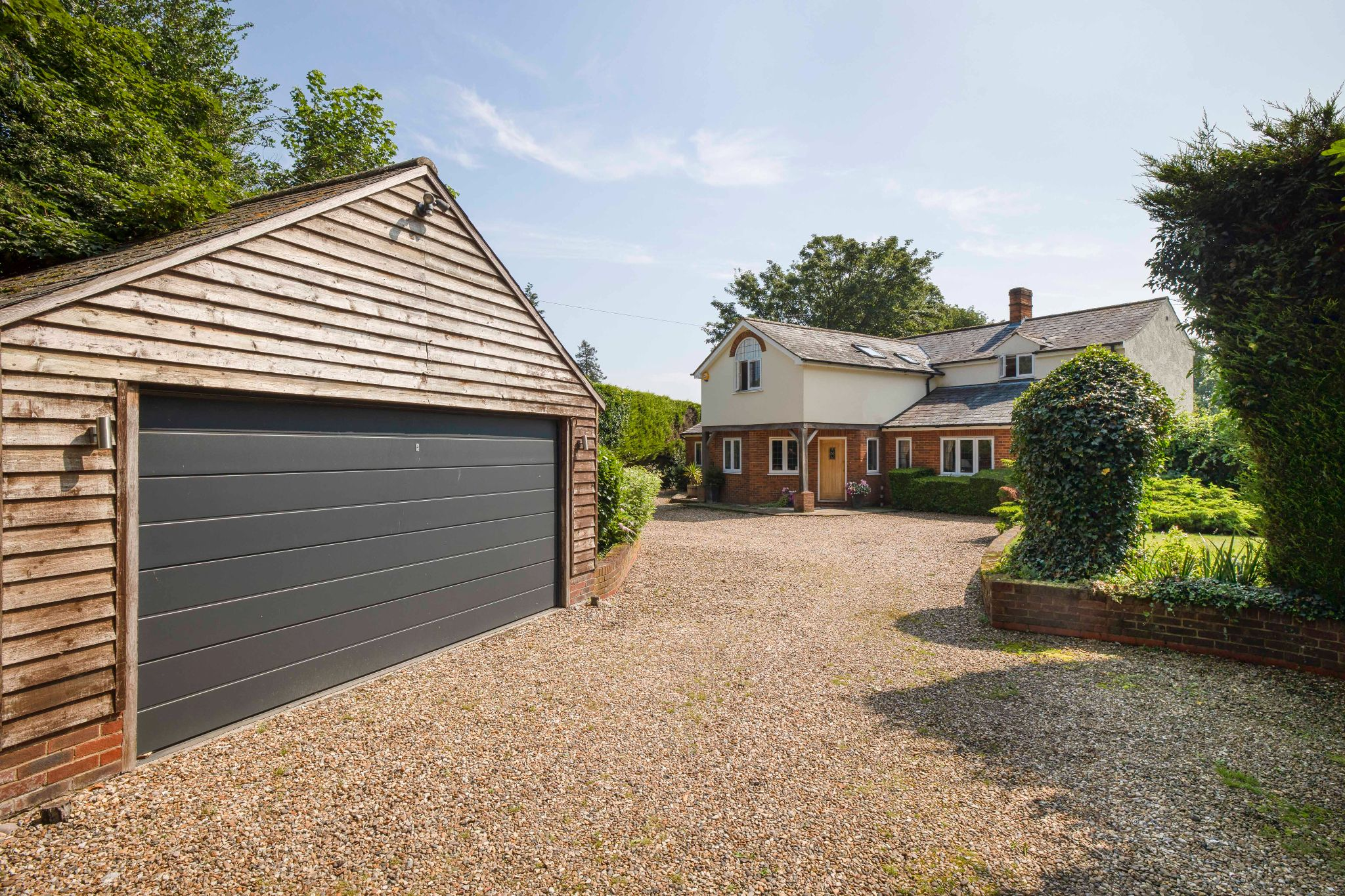 5 bedroom detached house Sale Agreed in Hertford - Photograph 17