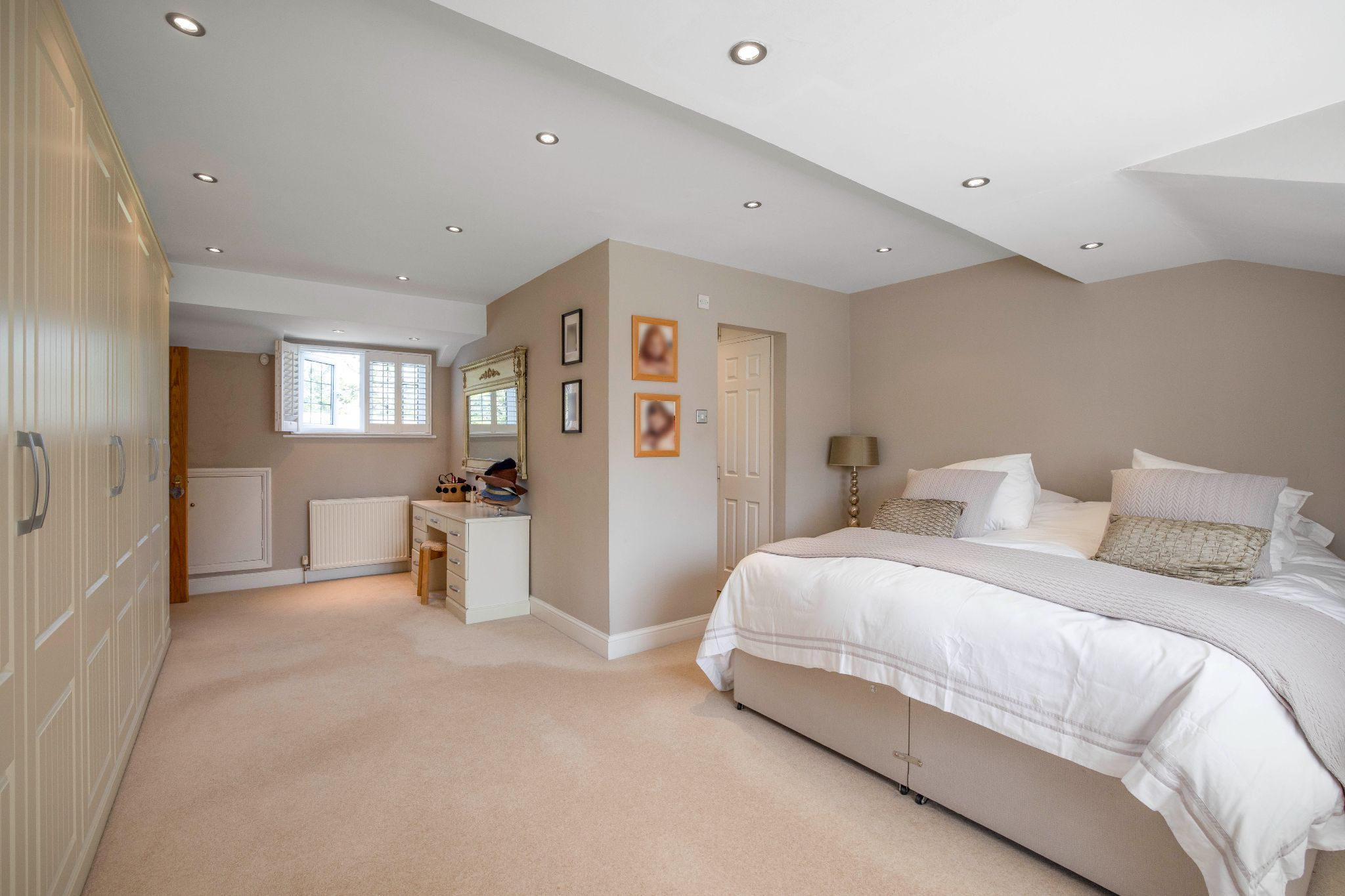 5 bedroom detached house Sale Agreed in Hertford - Photograph 19