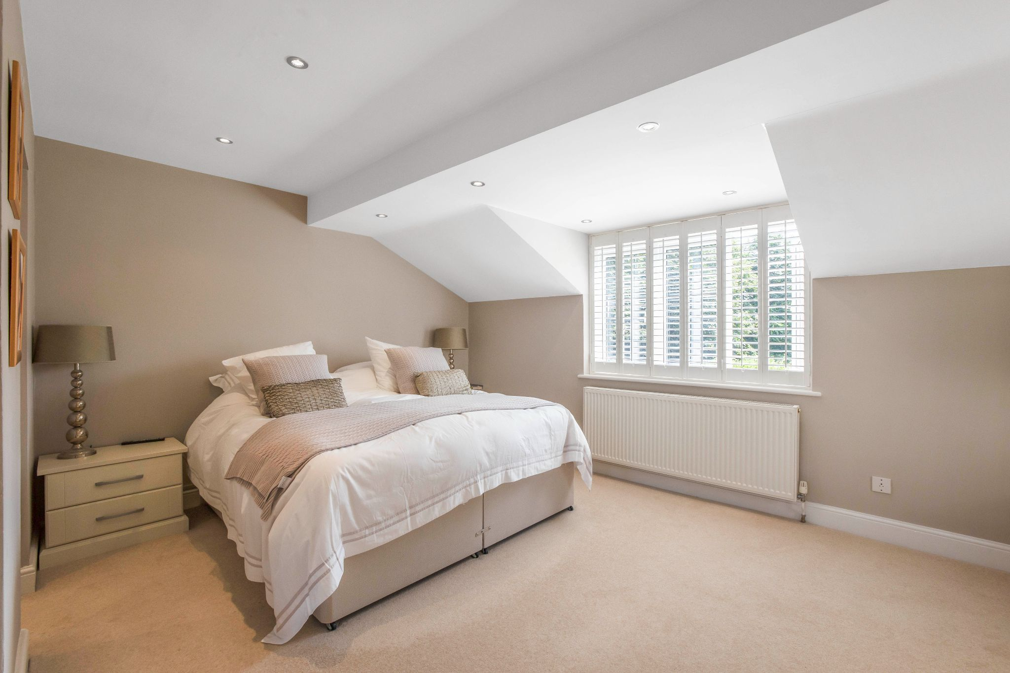 5 bedroom detached house Sale Agreed in Hertford - Photograph 20