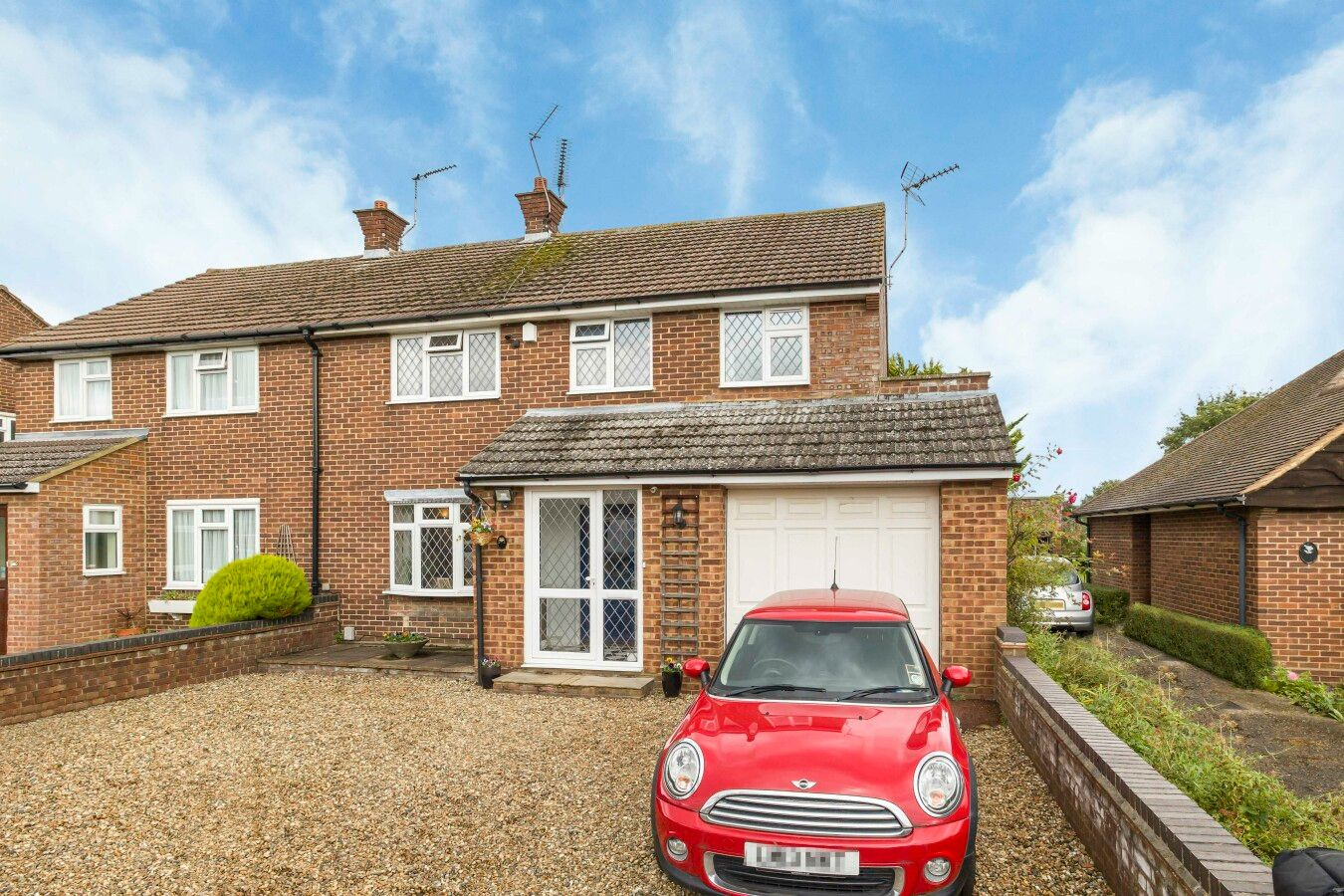 4 bedroom semi-detached house For Sale in Hatfield - Property photograph