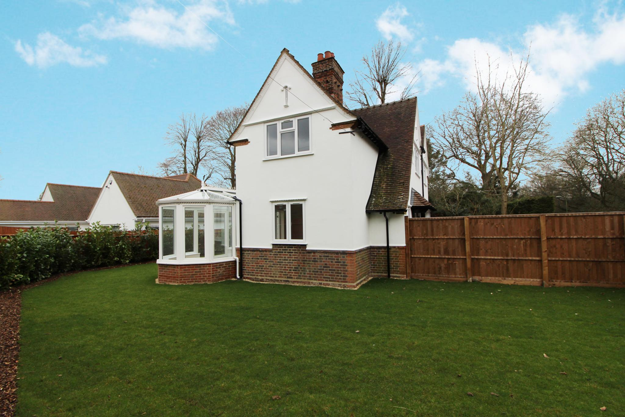 3 bedroom detached house For Sale in Arkley - Property photograph