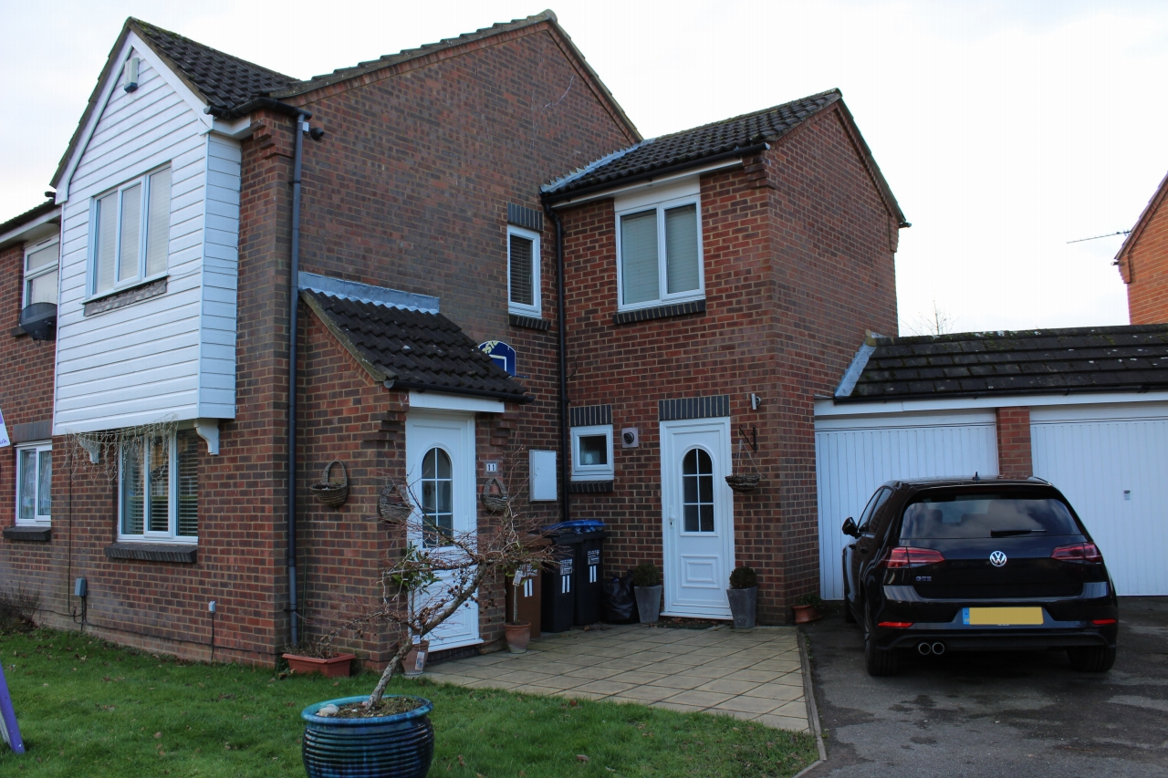 3 bedroom semi-detached house For Sale in Hatfield - Property photograph
