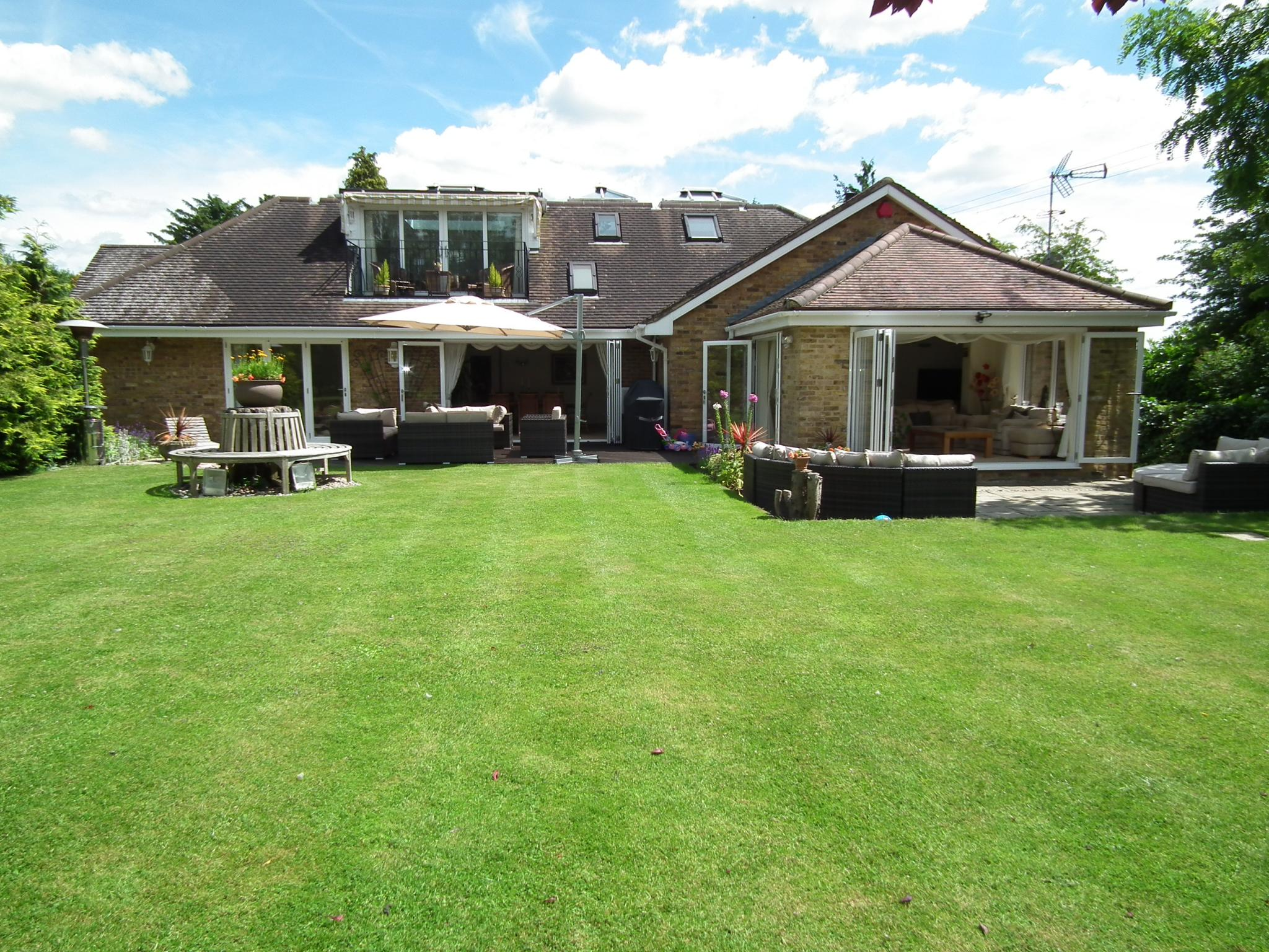5 bedroom detached bungalow For Sale in Little Berkhamsted - Property photograph