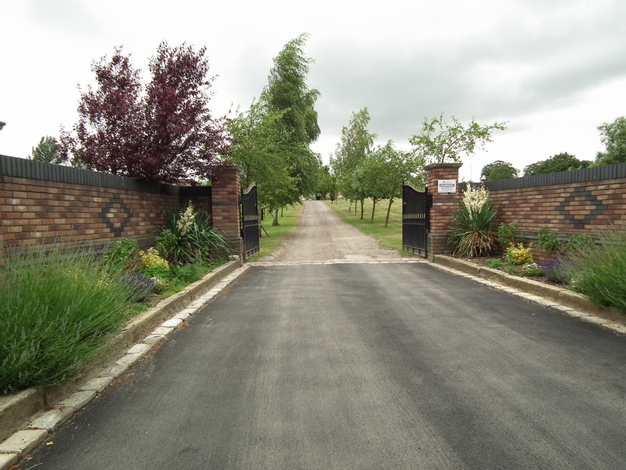 5 bedroom detached house SSTC in North Mymms - Photograph 27