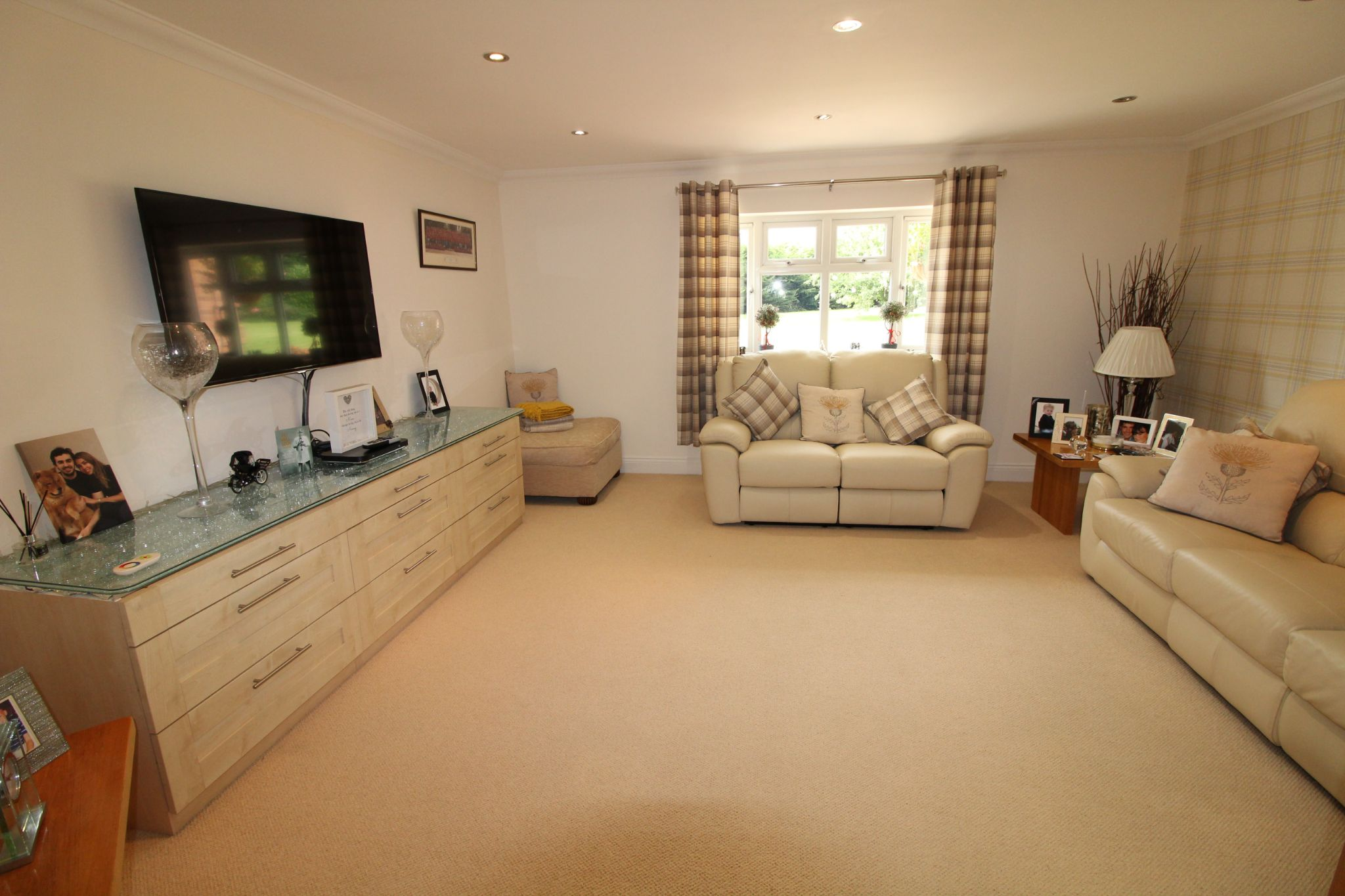 5 bedroom detached house SSTC in North Mymms - Photograph 10