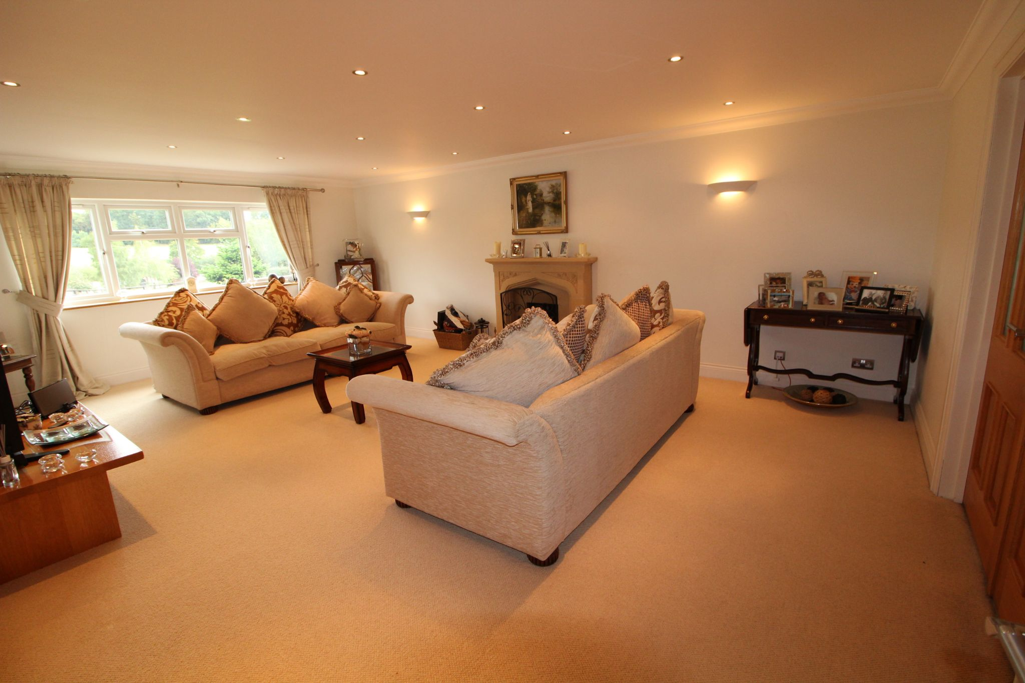 5 bedroom detached house SSTC in North Mymms - Photograph 6