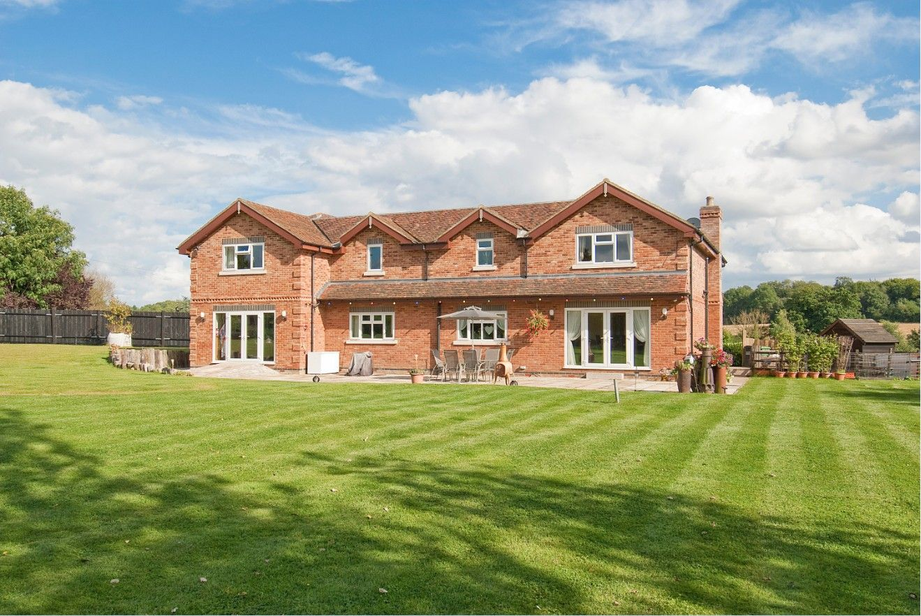 5 bedroom detached house For Sale in North Mymms - Property photograph