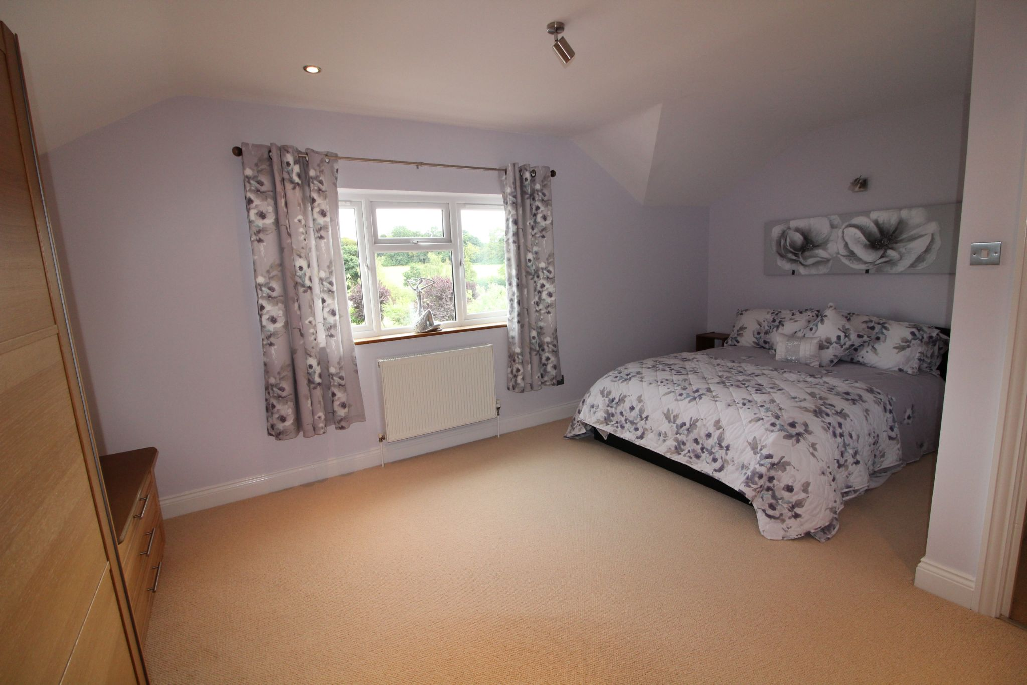 5 bedroom detached house SSTC in North Mymms - Photograph 18