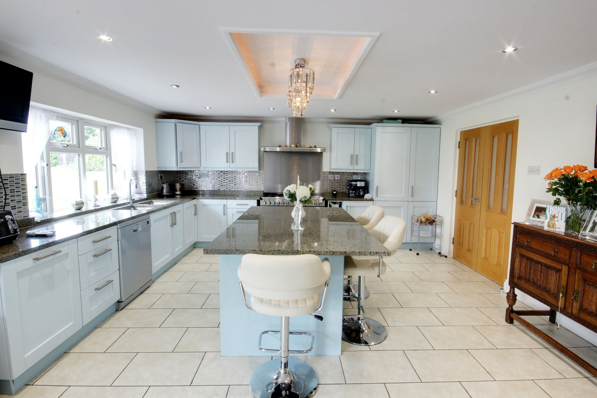 5 bedroom detached house SSTC in North Mymms - Photograph 4