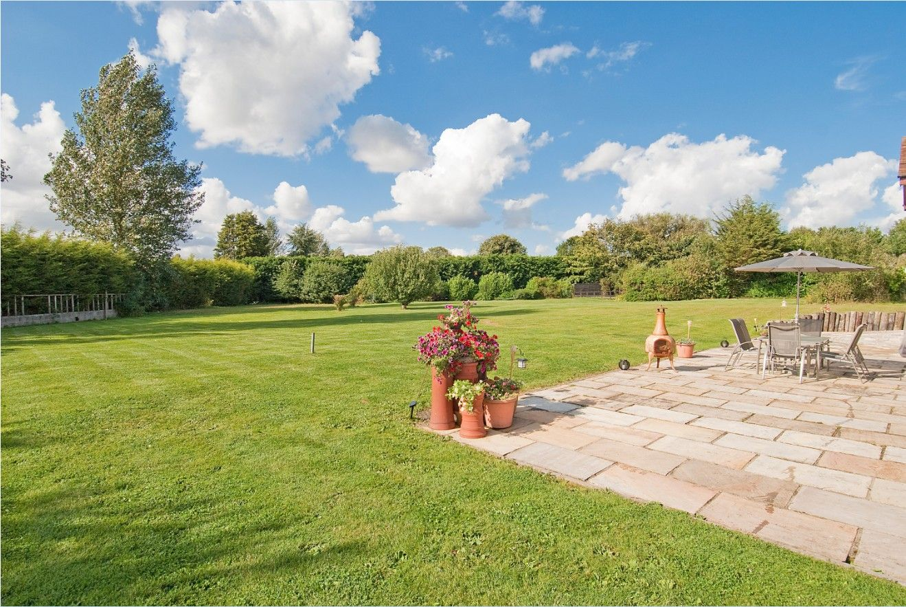 5 bedroom detached house SSTC in North Mymms - Photograph 15