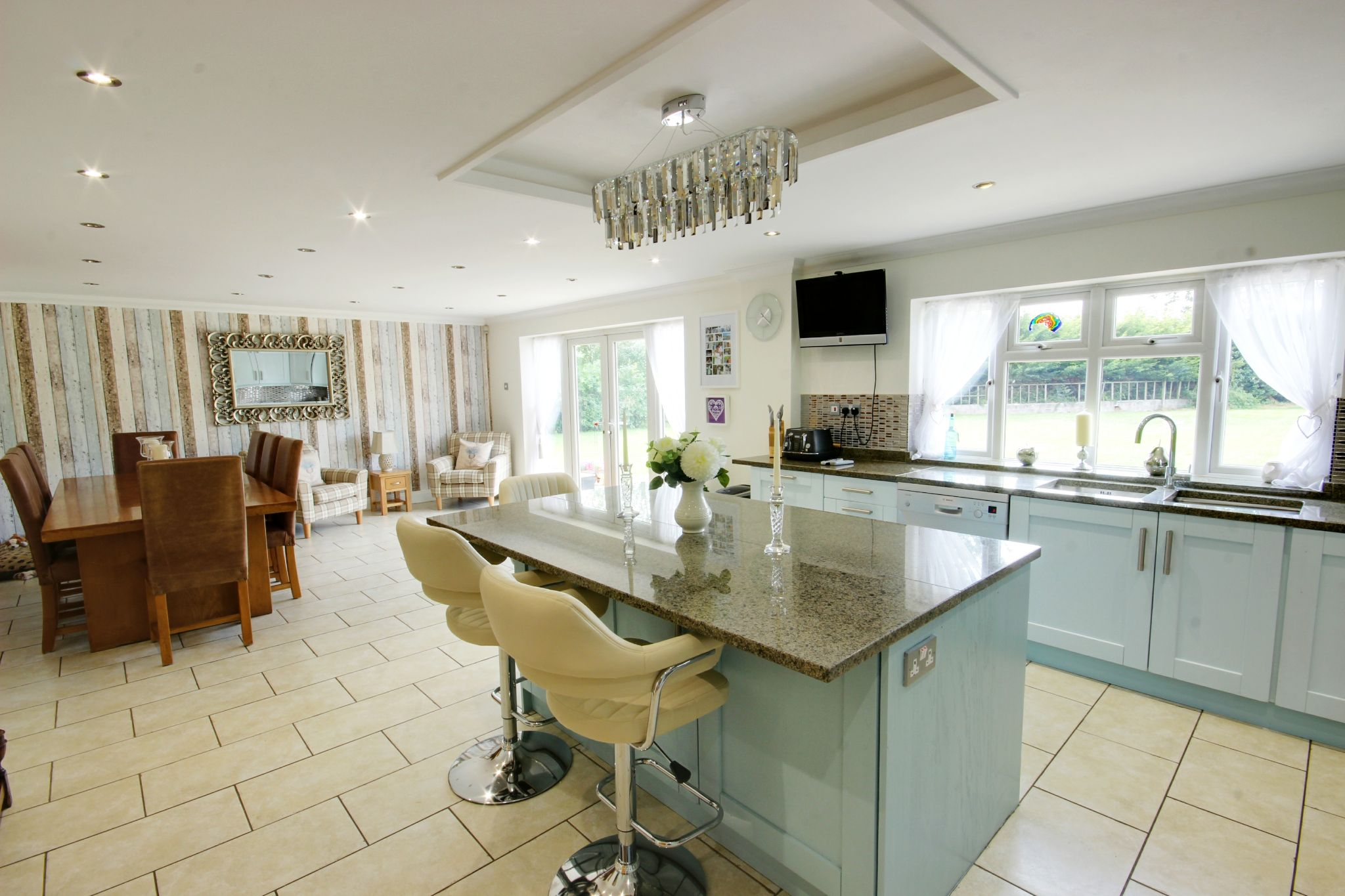 5 bedroom detached house SSTC in North Mymms - Photograph 1