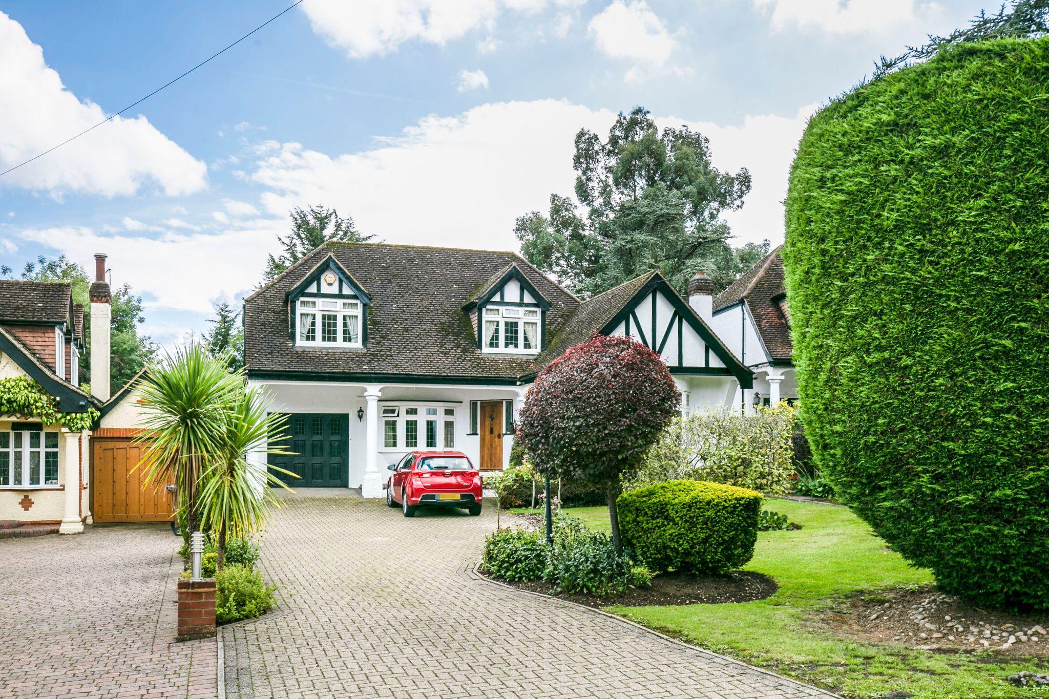 4 bedroom detached house For Sale in Brookmans Park - Photograph 2