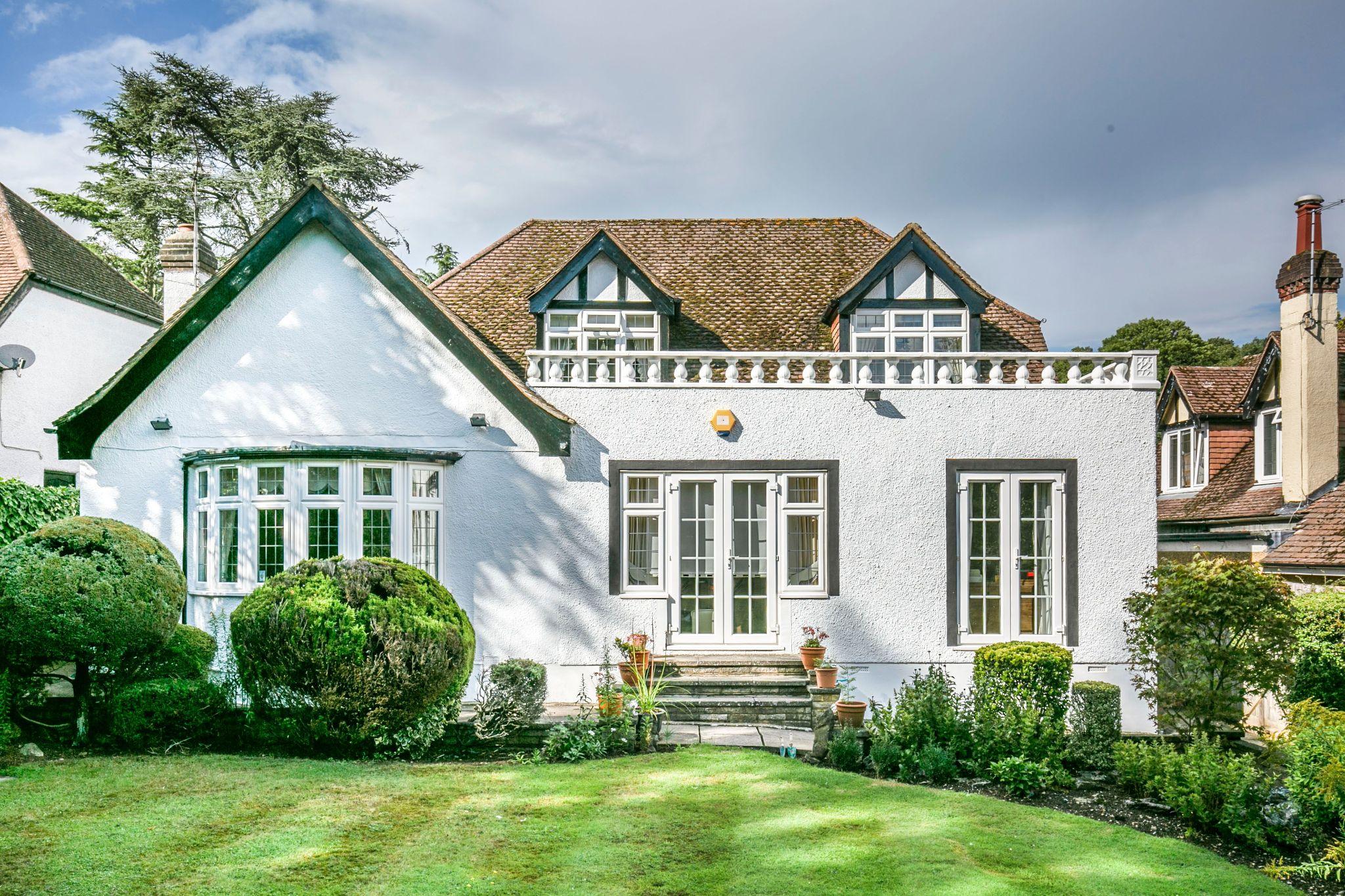 4 bedroom detached house For Sale in Brookmans Park - Photograph 15