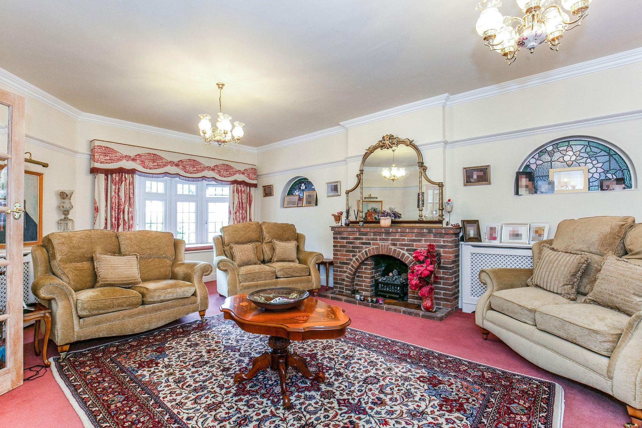 4 bedroom detached house For Sale in Brookmans Park - Photograph 12