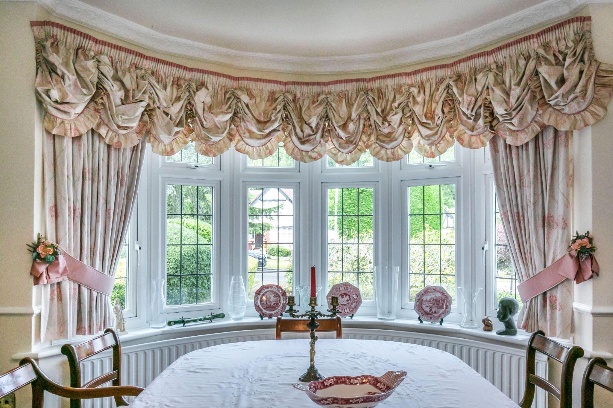 4 bedroom detached house For Sale in Brookmans Park - Photograph 14