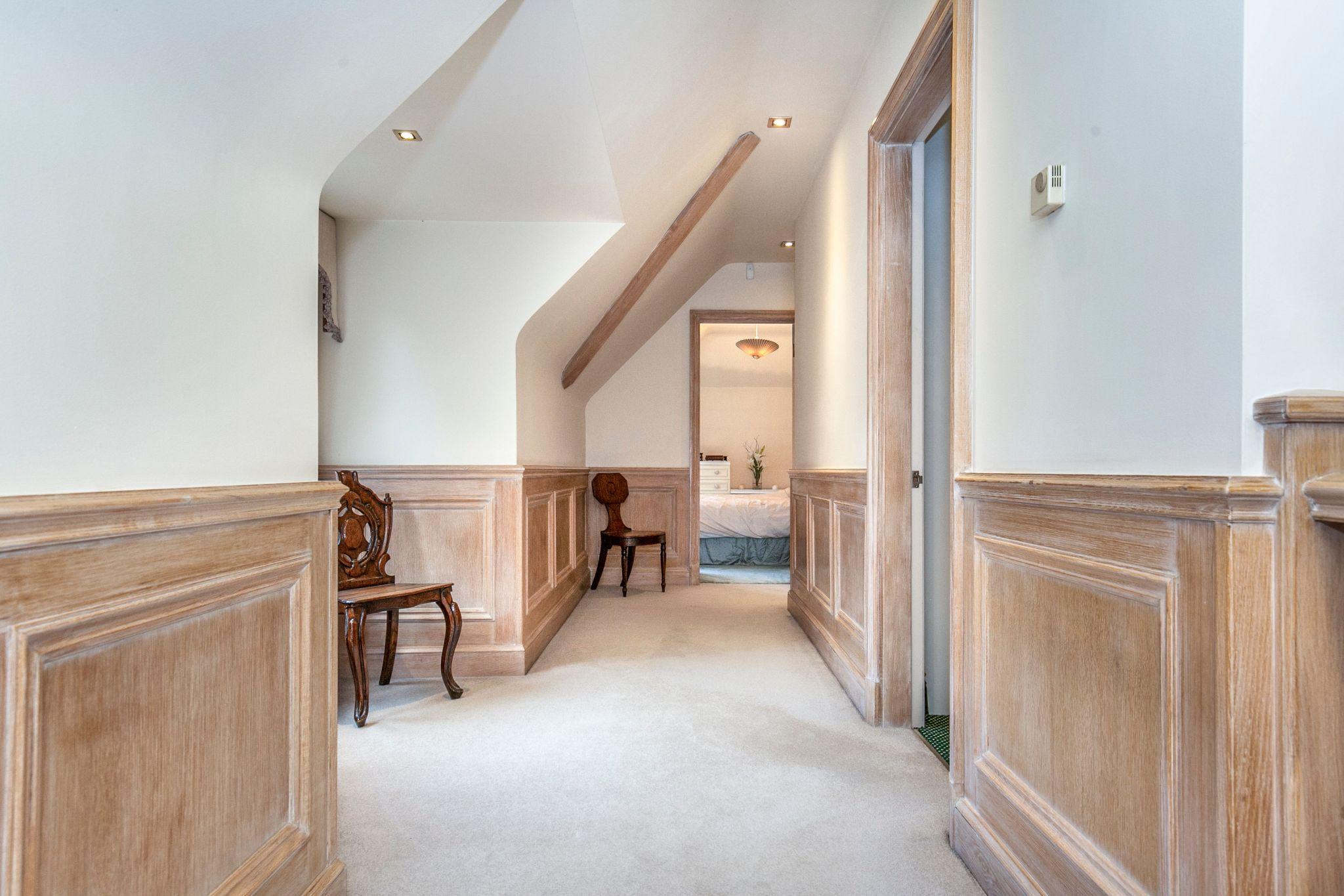 4 bedroom detached house For Sale in Brookmans Park - Photograph 22