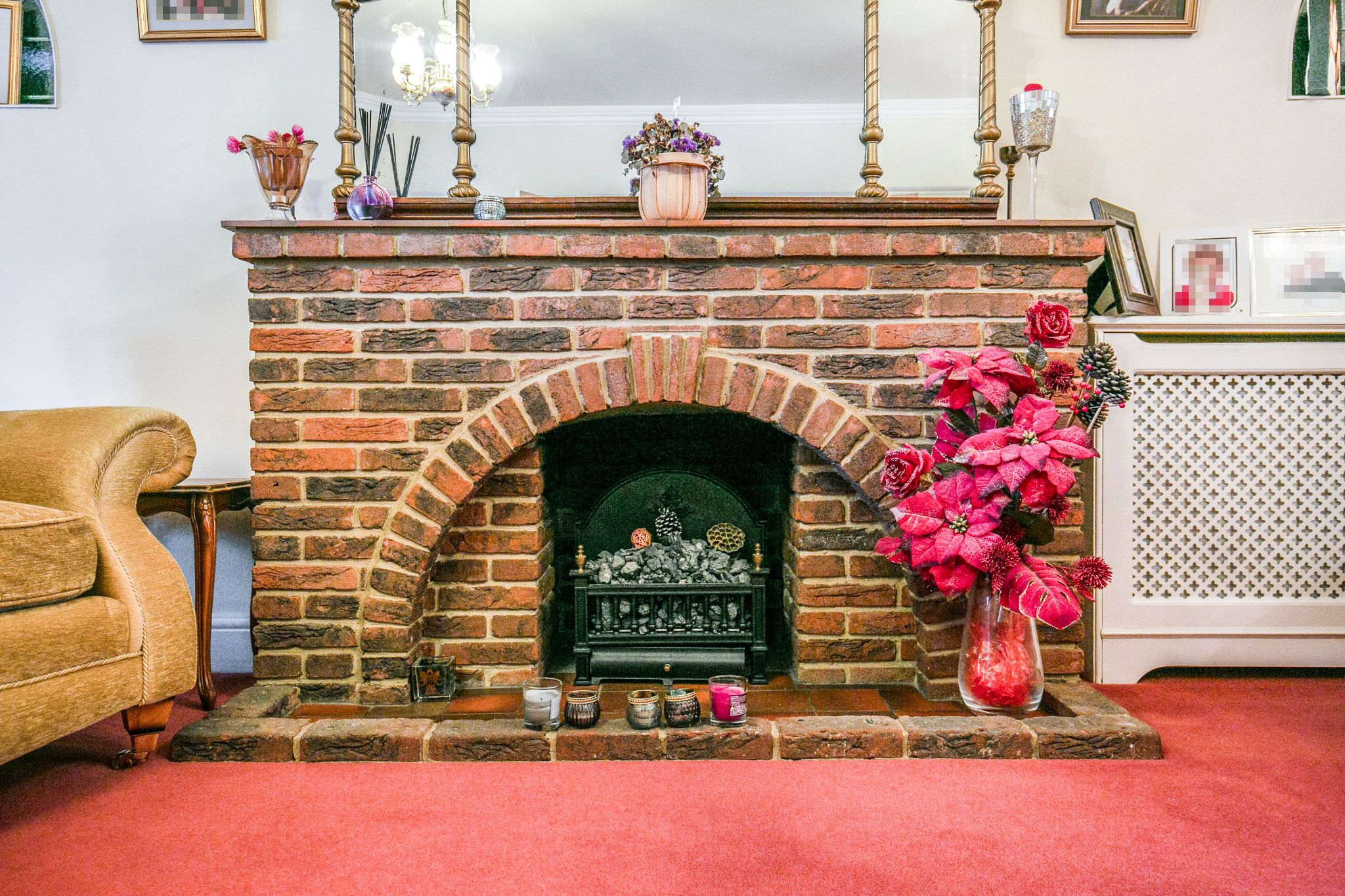 4 bedroom detached house For Sale in Brookmans Park - Photograph 11