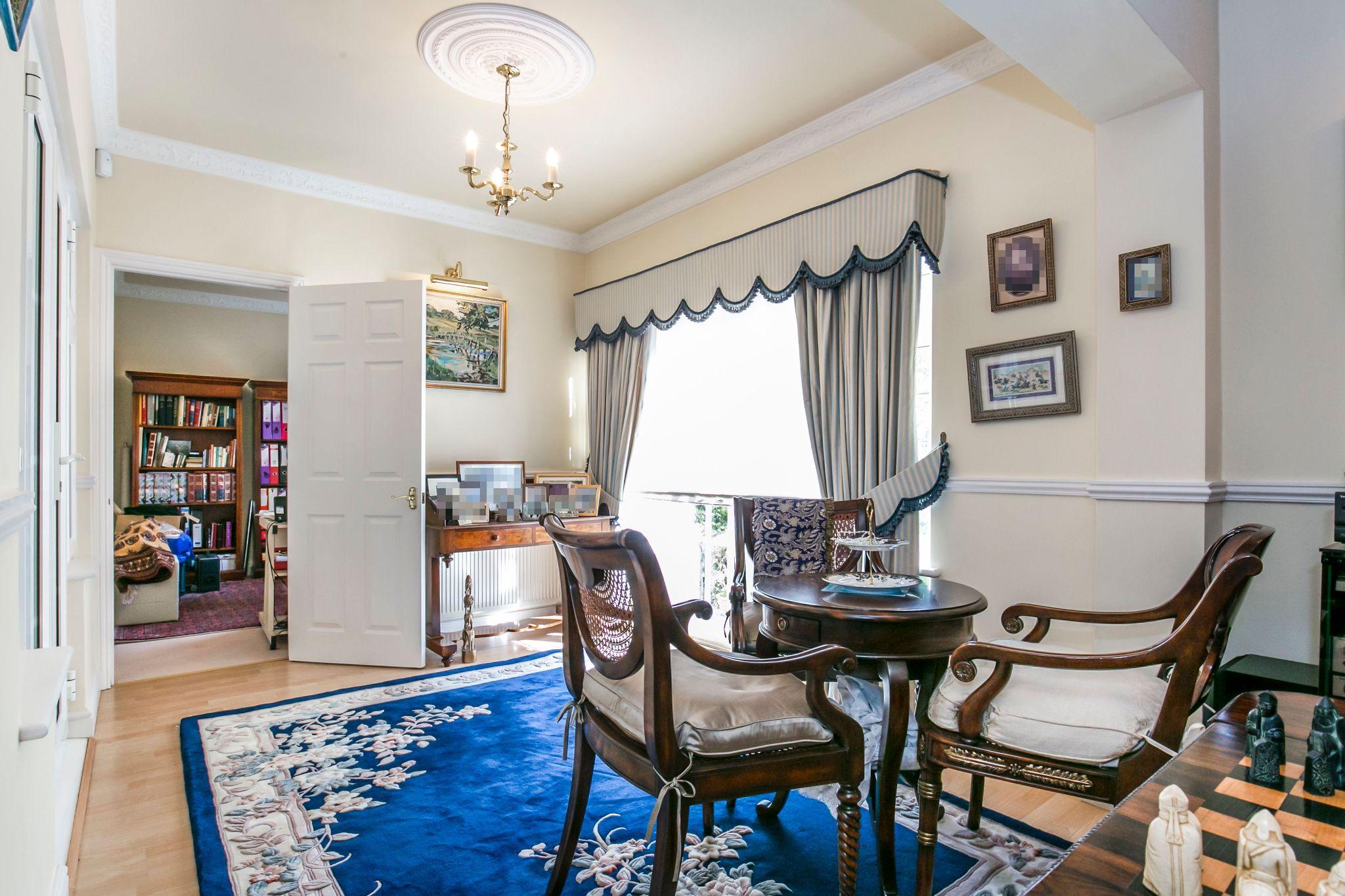 4 bedroom detached house For Sale in Brookmans Park - Photograph 6