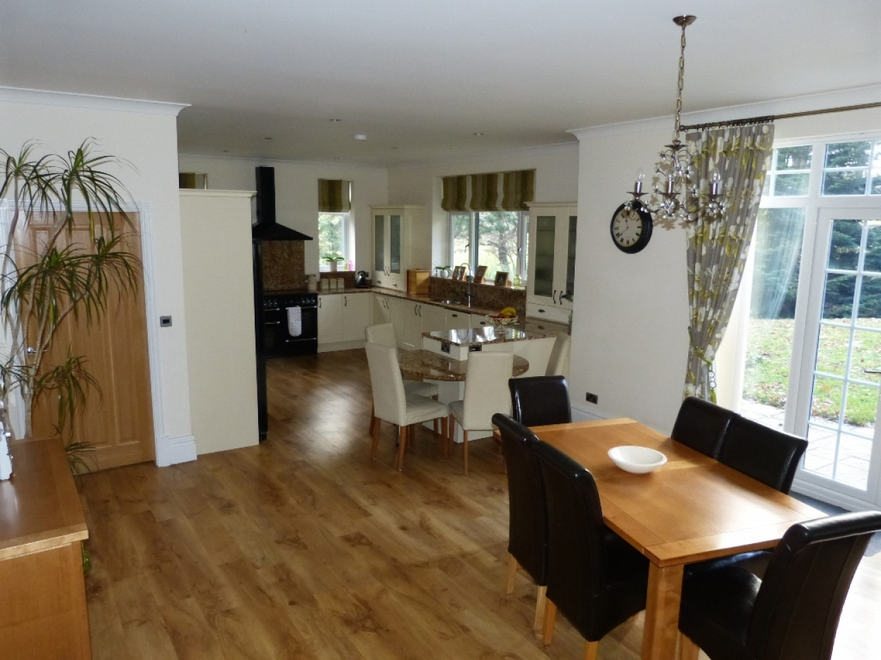 5 bedroom detached house SSTC in Abergele - Photograph 7