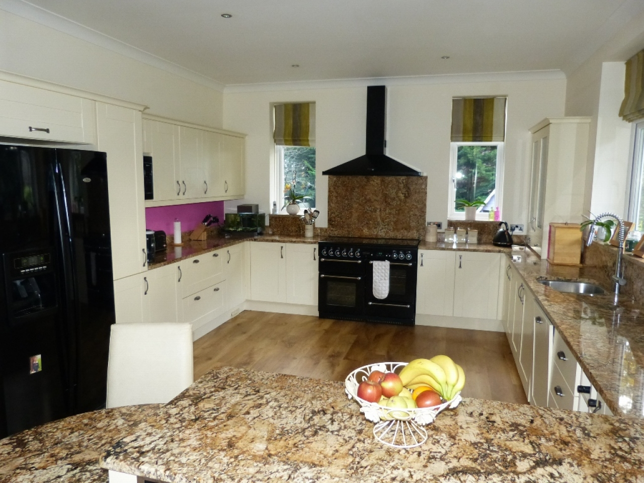5 bedroom detached house SSTC in Abergele - Photograph 8