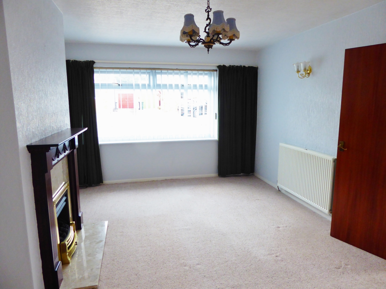 2 bedroom detached bungalow SSTC in Abergele - Photograph 3
