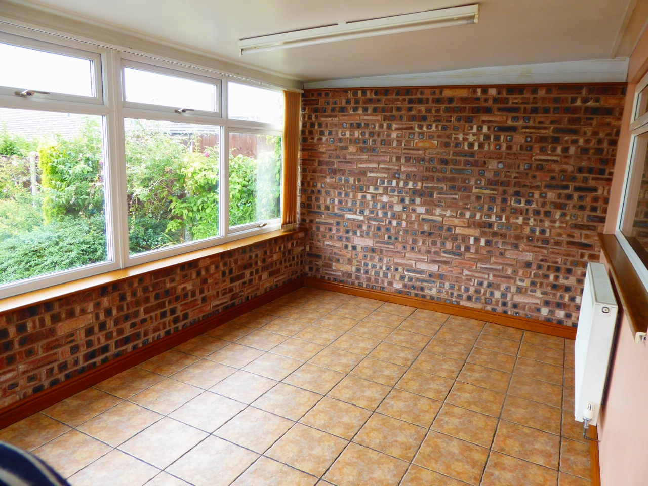2 bedroom detached bungalow SSTC in Abergele - Photograph 7