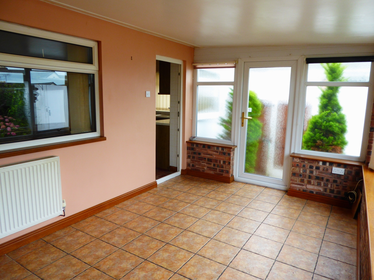 2 bedroom detached bungalow SSTC in Abergele - Photograph 8
