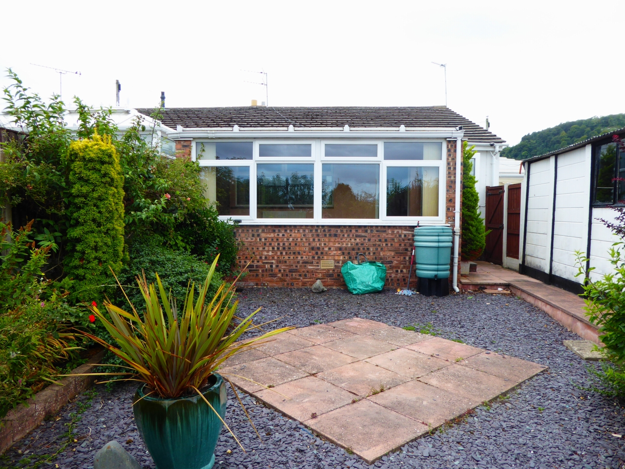 2 bedroom detached bungalow For Sale in Abergele - Photograph 14