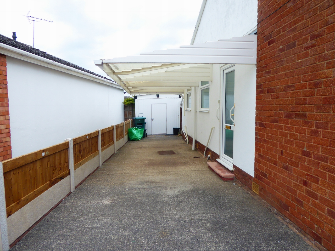 2 bedroom detached bungalow SSTC in Abergele - Photograph 16