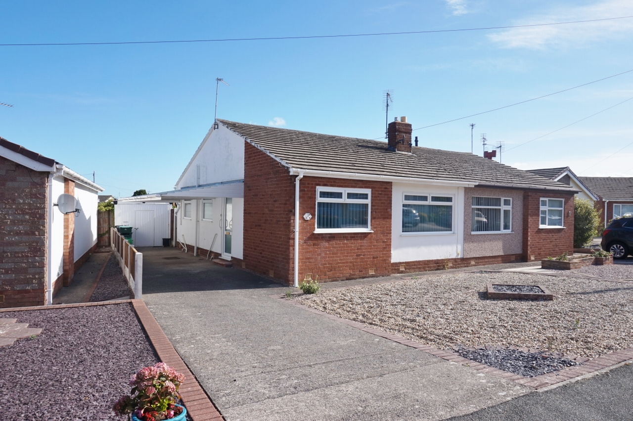 2 bedroom detached bungalow SSTC in Abergele - front elevation