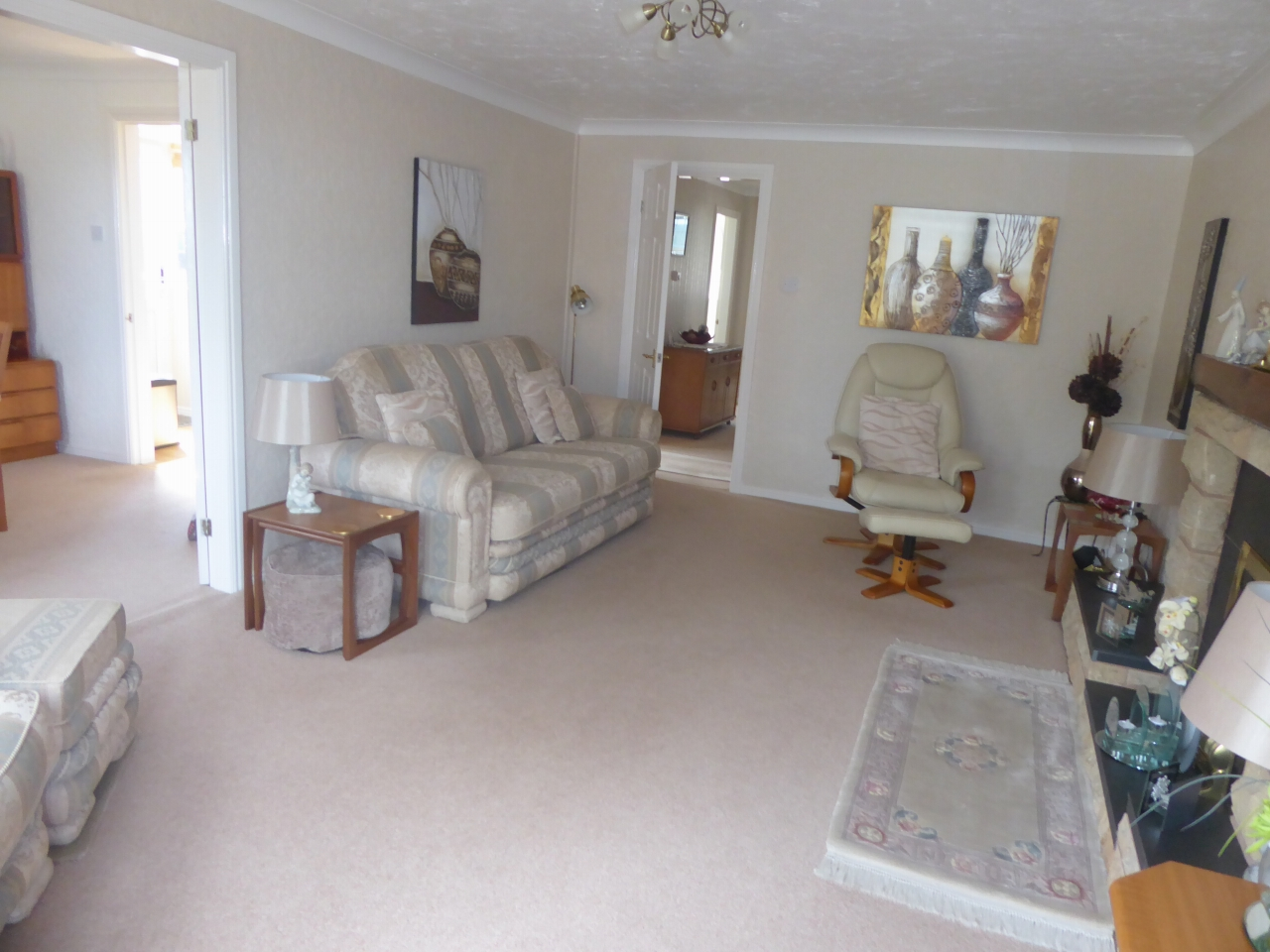 3 bedroom detached bungalow SSTC in Abergele - Photograph 3