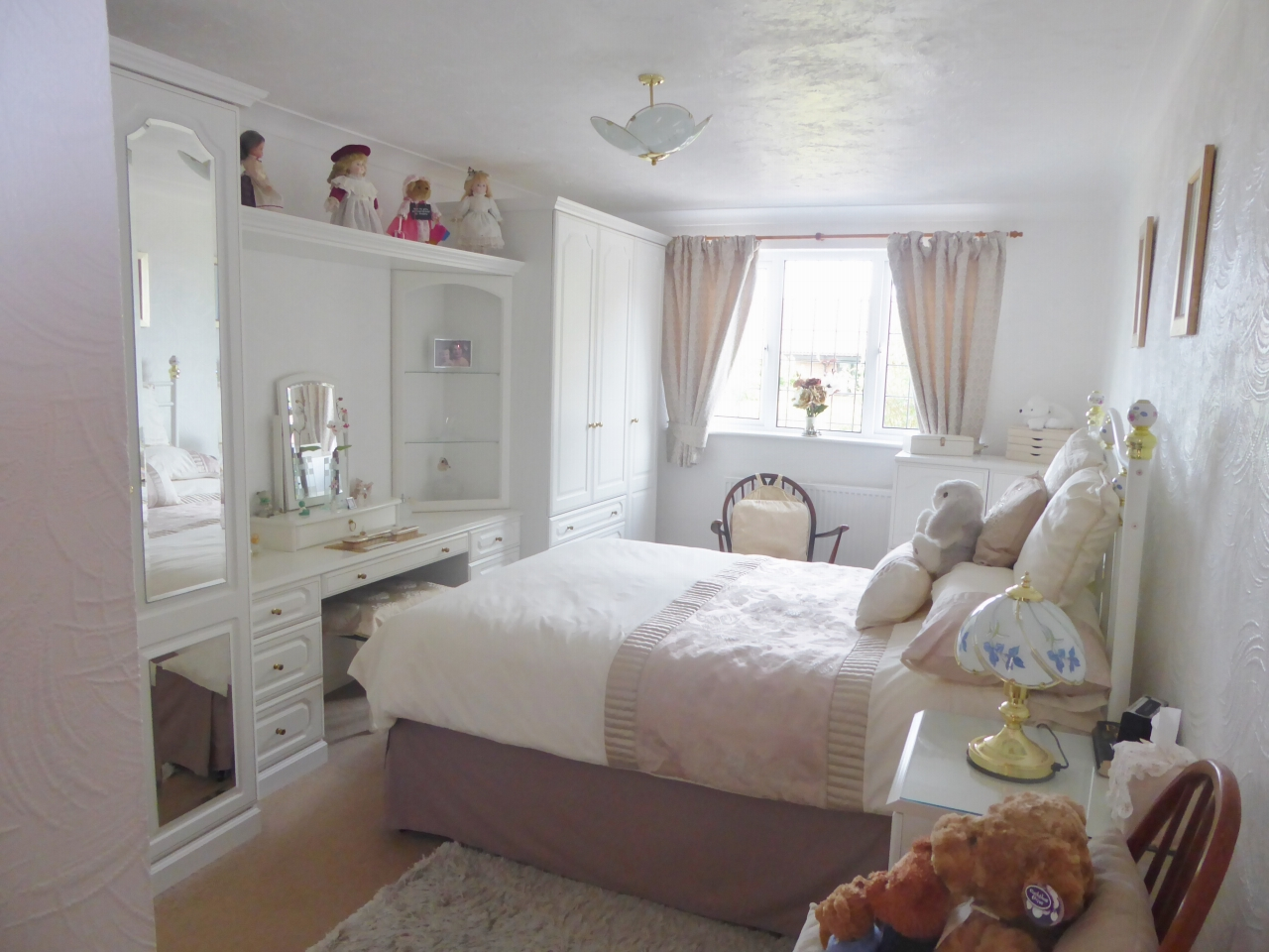 3 bedroom detached bungalow SSTC in Abergele - Photograph 7