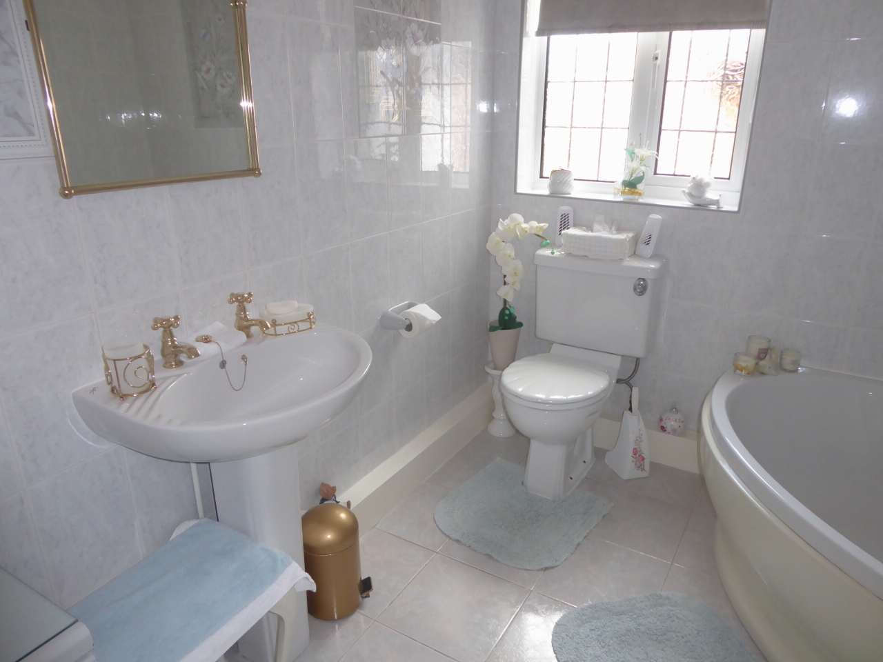 3 bedroom detached bungalow SSTC in Abergele - Photograph 12