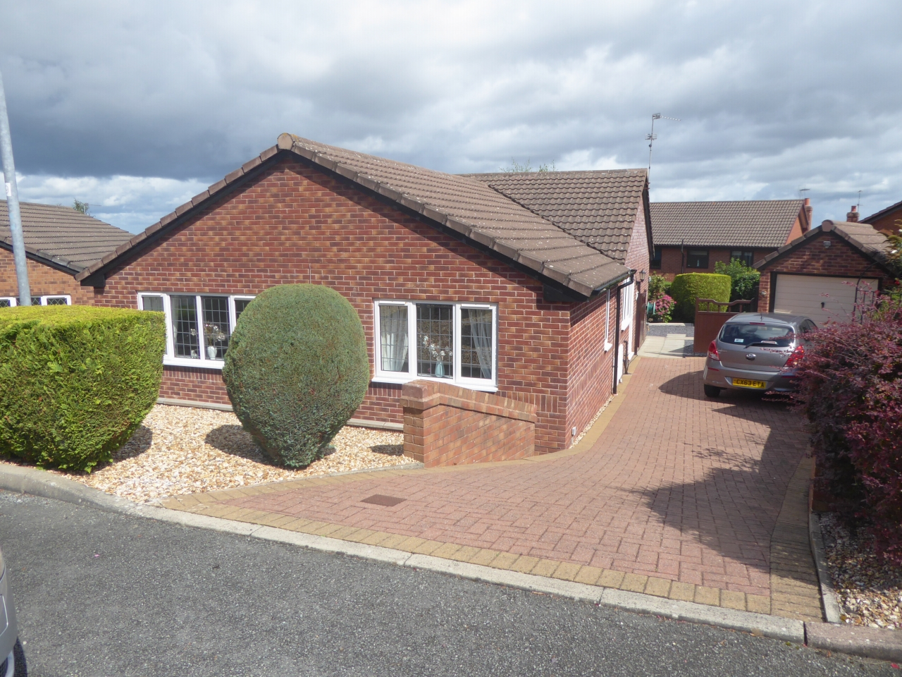 3 bedroom detached bungalow SSTC in Abergele - Photograph 1