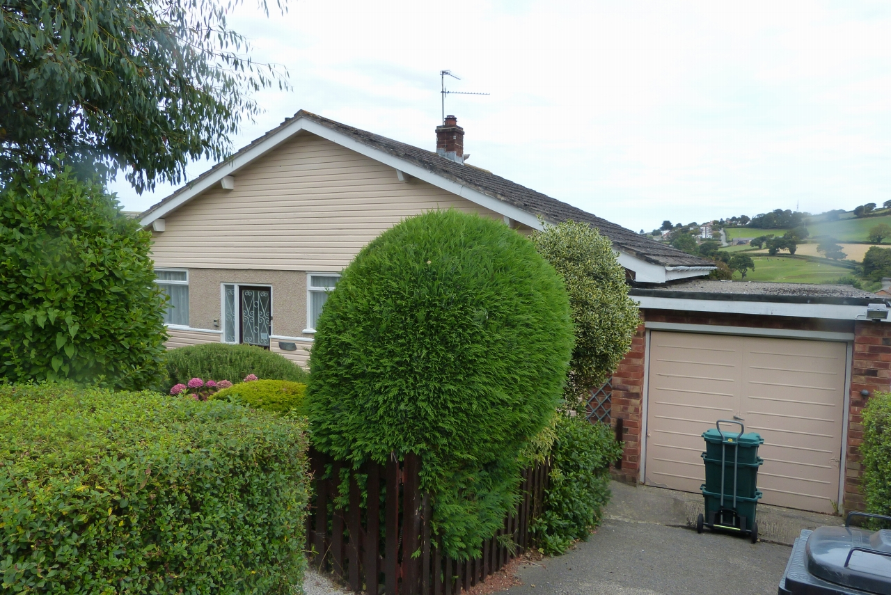 2 bedroom detached bungalow For Sale in Colwyn Bay - Photograph 1