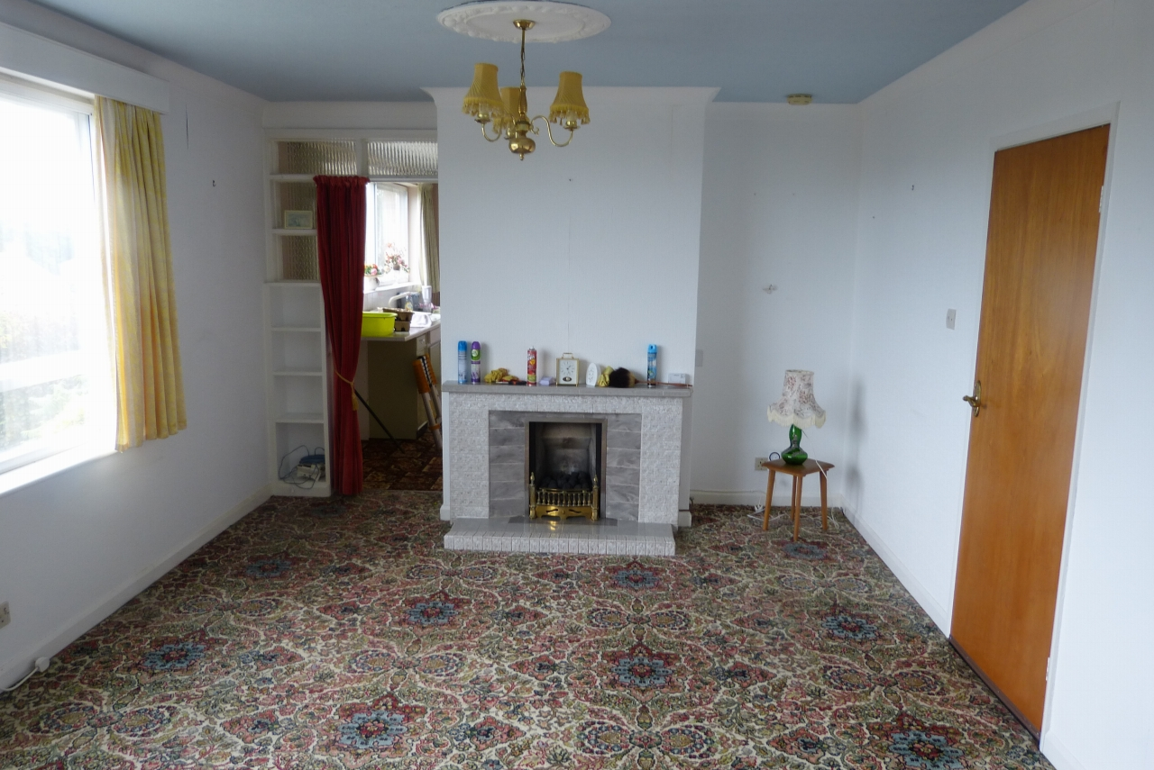 2 bedroom detached bungalow SSTC in Colwyn Bay - Photograph 3